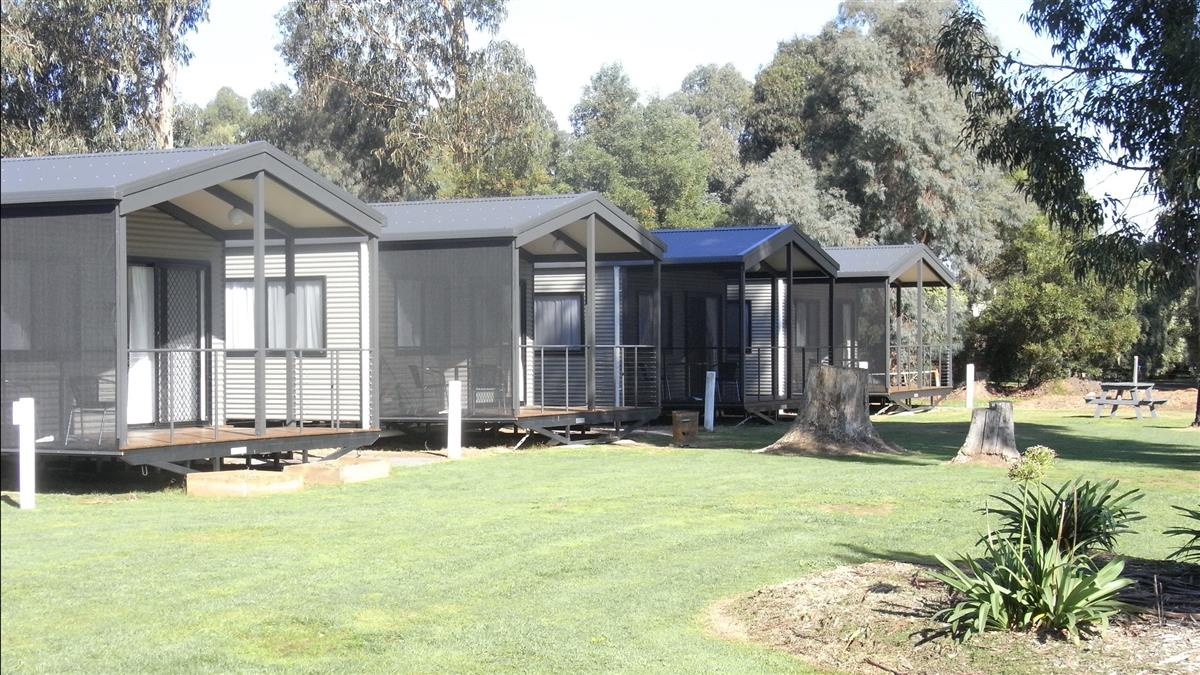 bluegums riverside holiday park accommodation high country