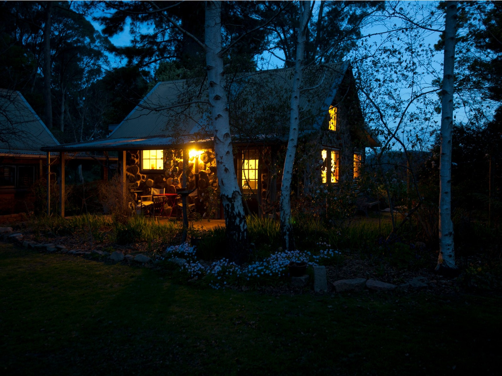 Garden Cottage Stanley - twilight