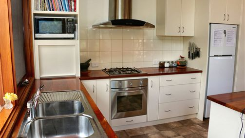 Well equipped kitchen, gas cooktop
