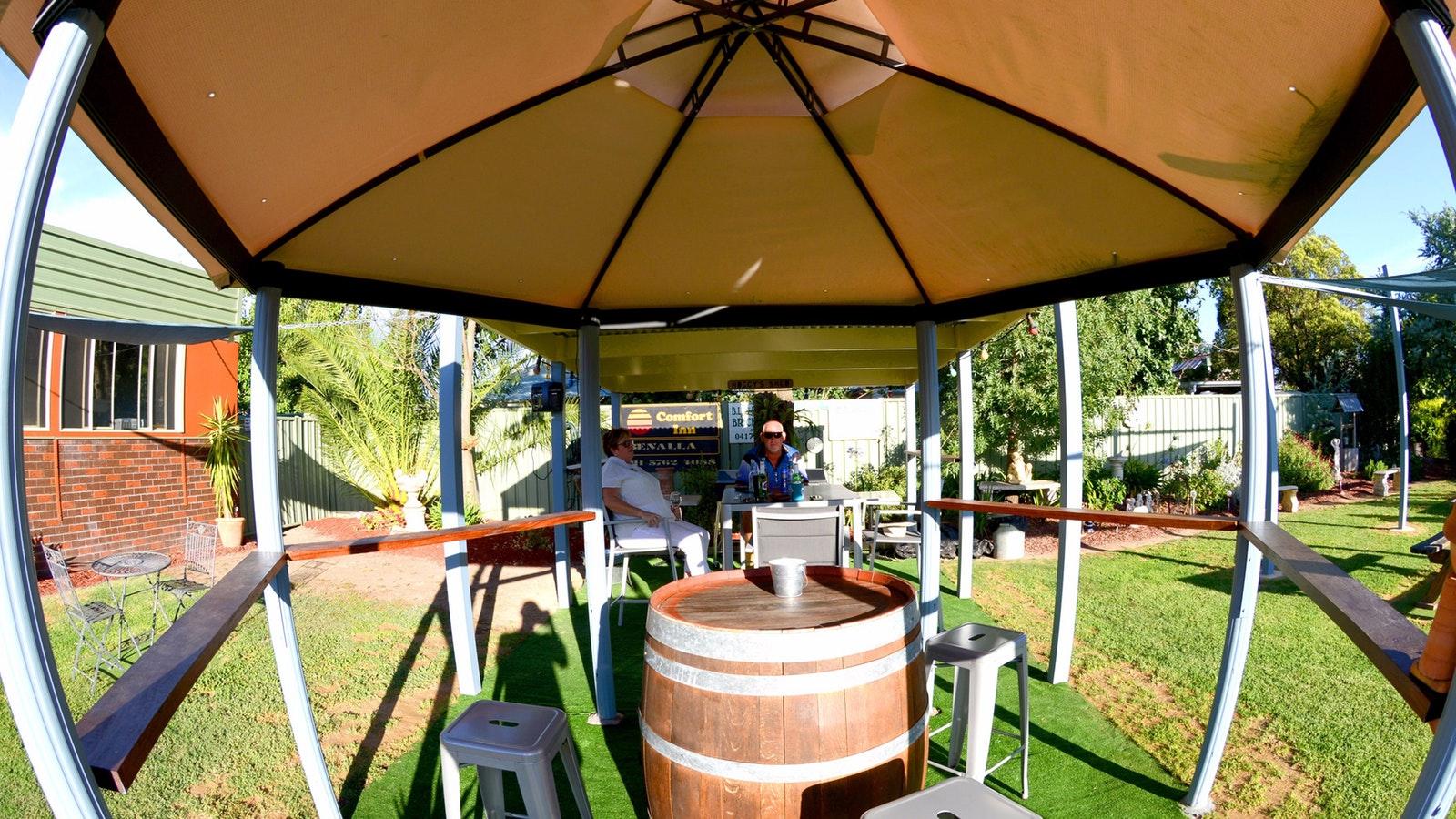 comfort inn benalla accommodation high country victoria. Black Bedroom Furniture Sets. Home Design Ideas