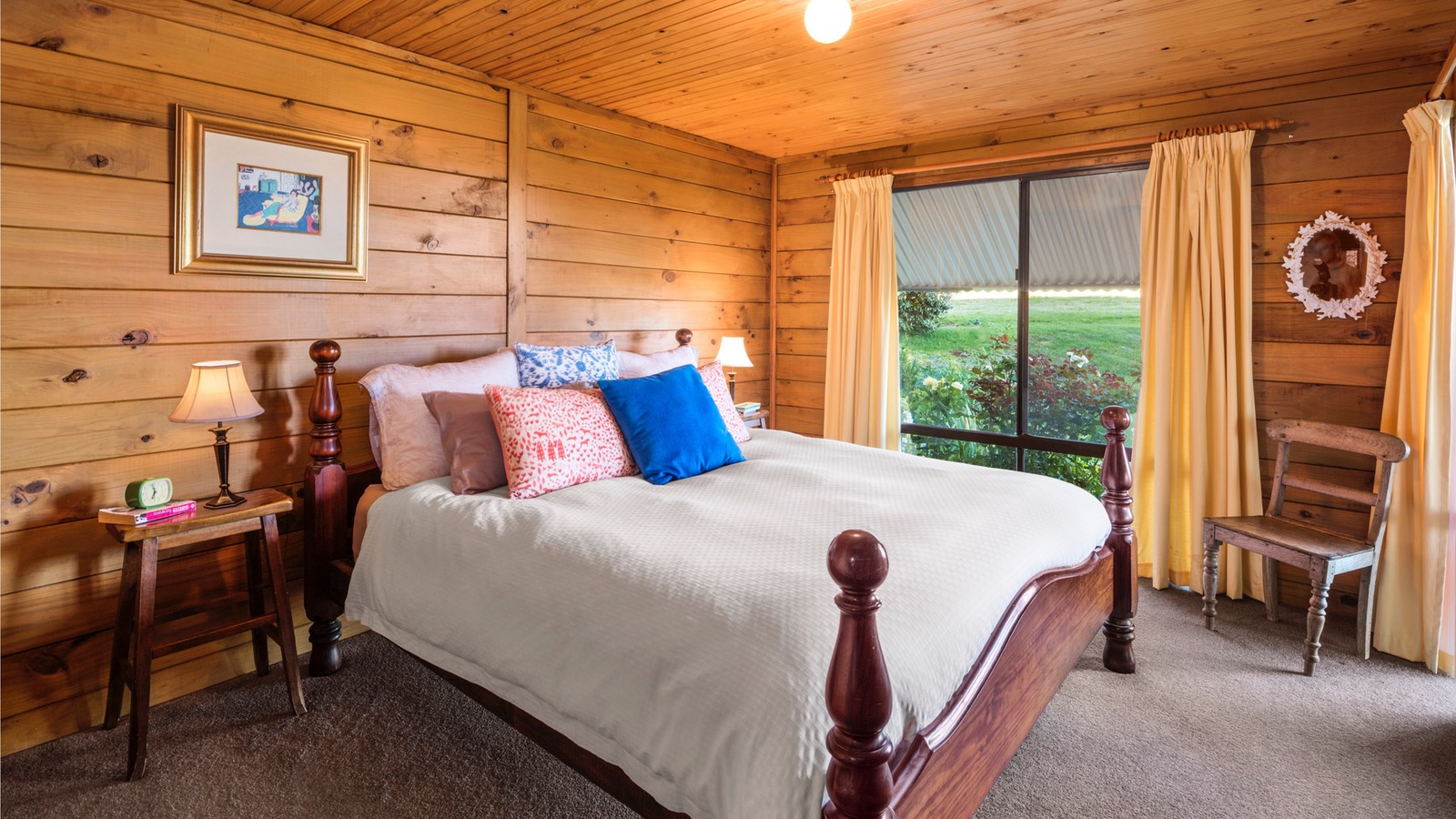Bedroom with King Bed, The Lodge, Mt Bellevue King Valley