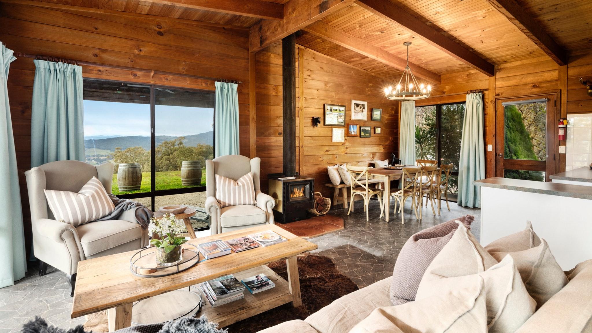 Mt Bellevue Lodge King Valley Lounge Dining Room