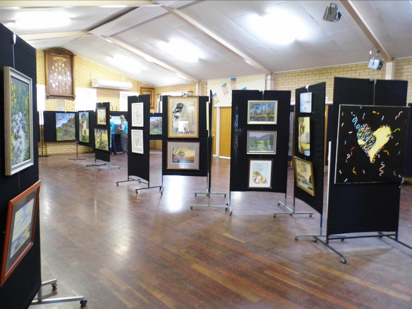 Tatong Art Show