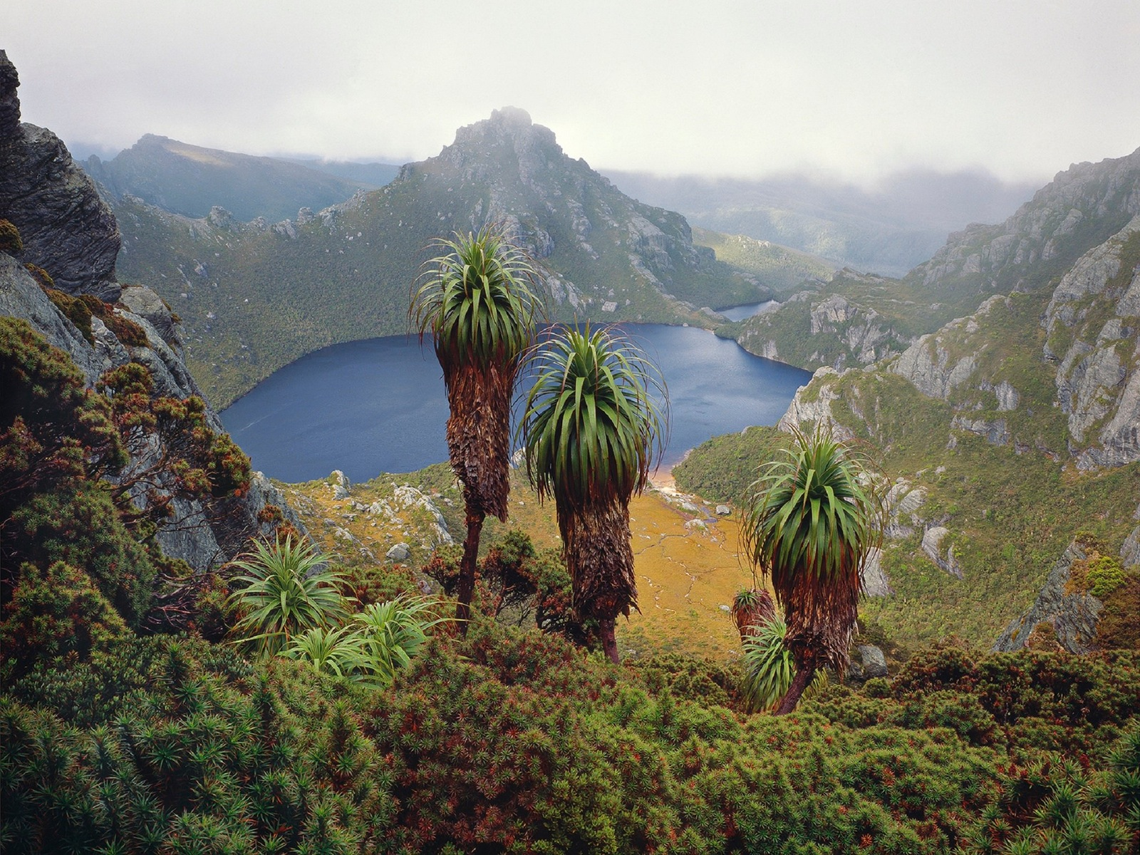 Peter DOMBROVSKIS, Lake Oberon, Western Arthur Range, south-west Tasmania, 1988.