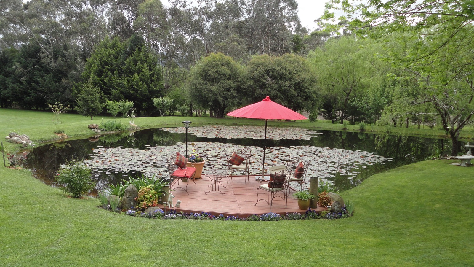 Beautifully landscaped country garden