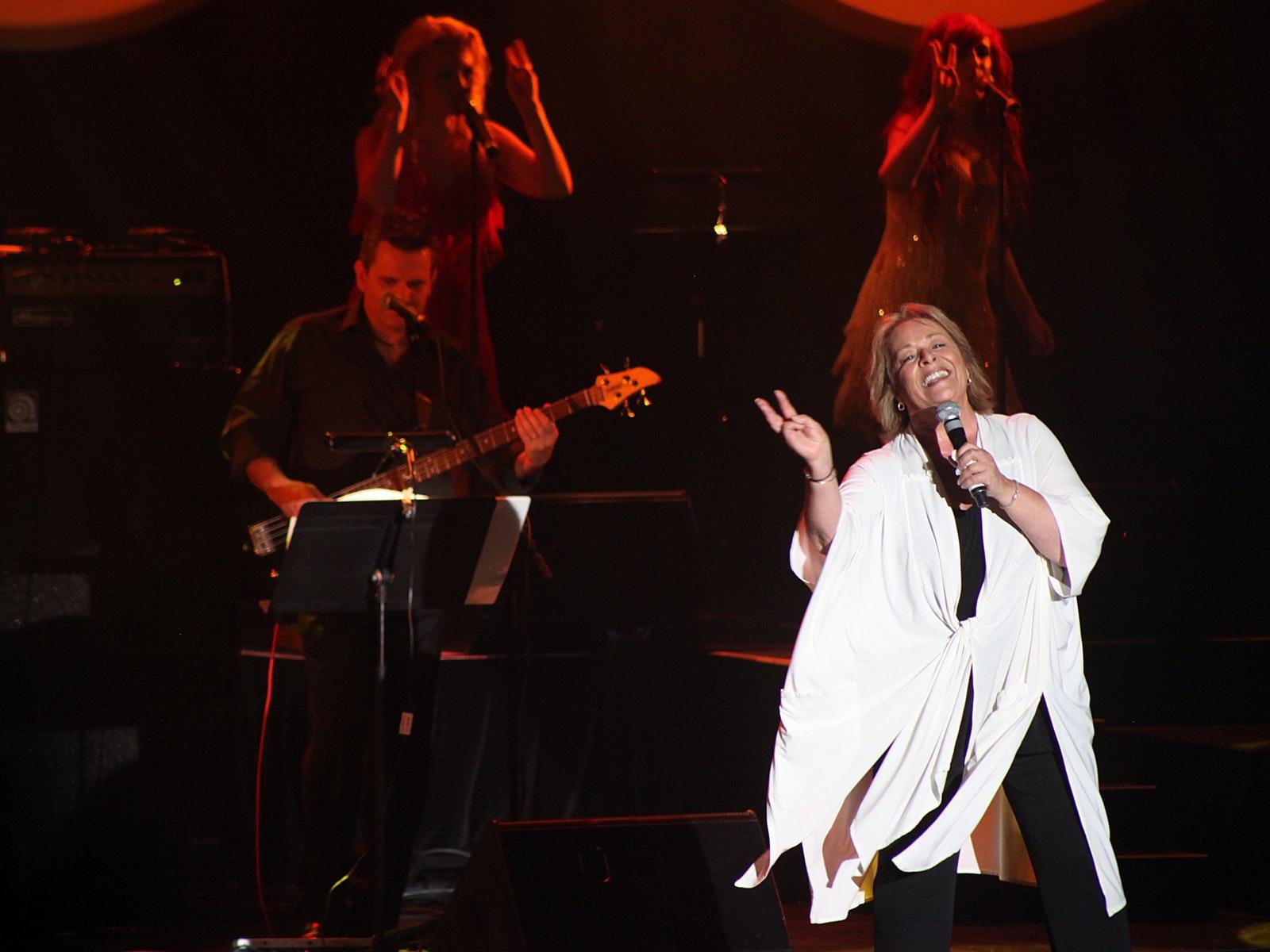 Colleen Hewett on stage