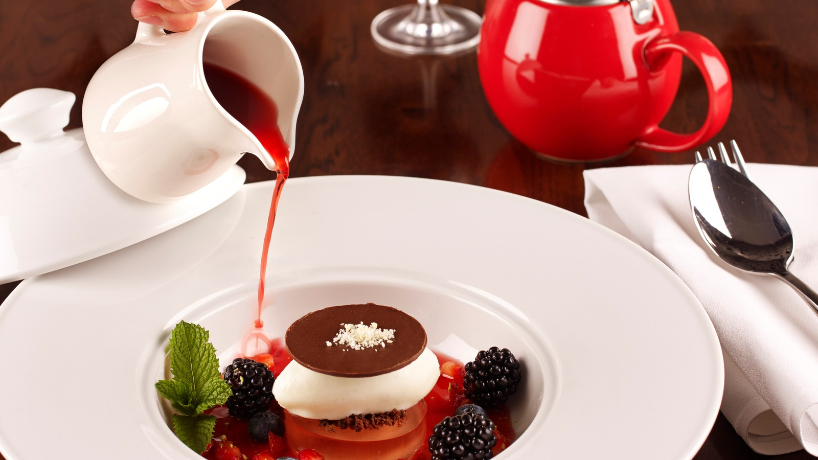 Delicate dessert, Fine Dining Lounge, Mountain View Hotel