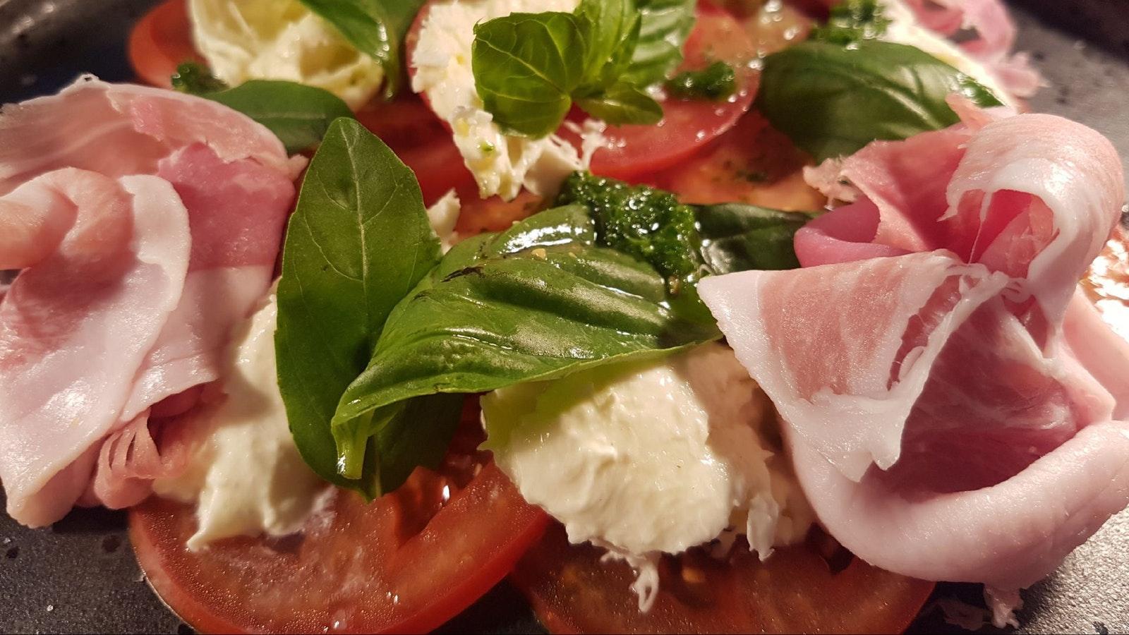 Mountain View Hotel Entree - Tomato, Basil & Prosciutto Salad