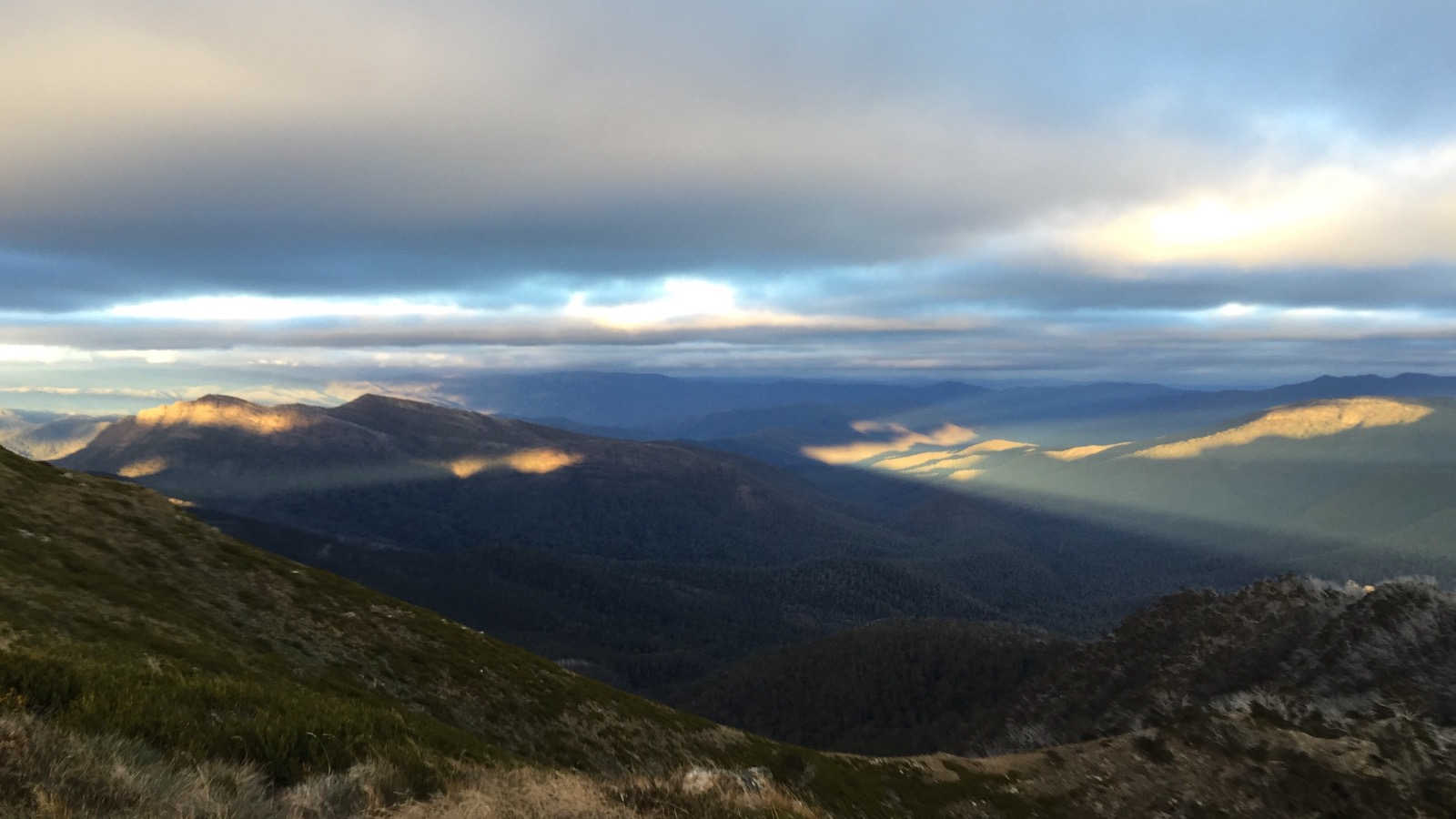 A stunning dusk light show from the top of Mt Speculation