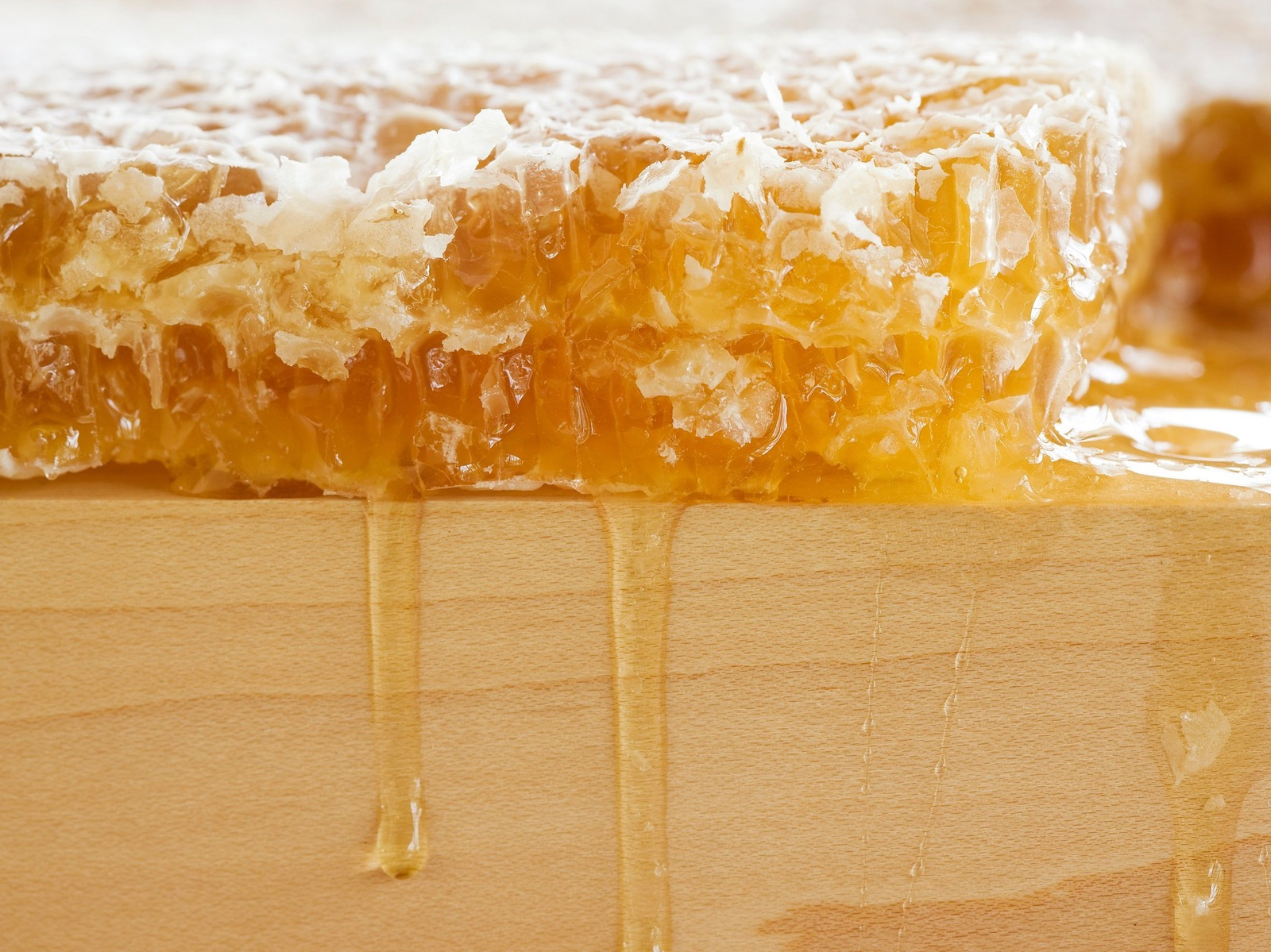 Beechworth Honey and honeycomb... straight from the hive
