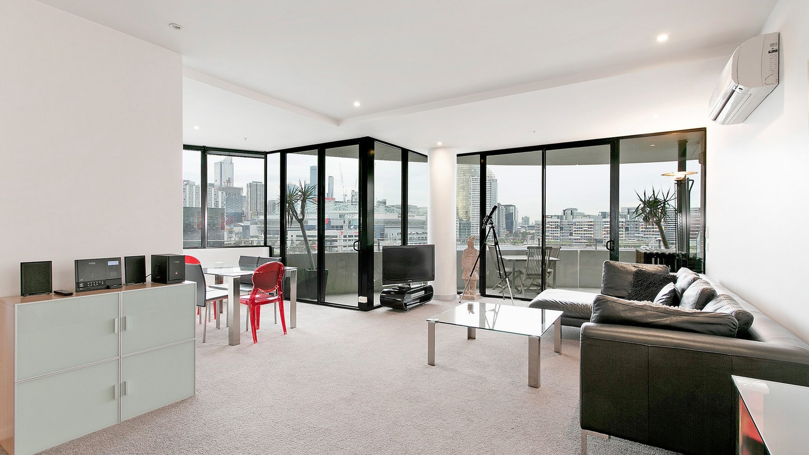 Apartments at Docklands Melbourne with Harbour View