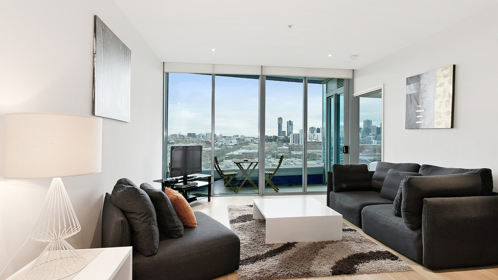 One bedroom NewQuay city view