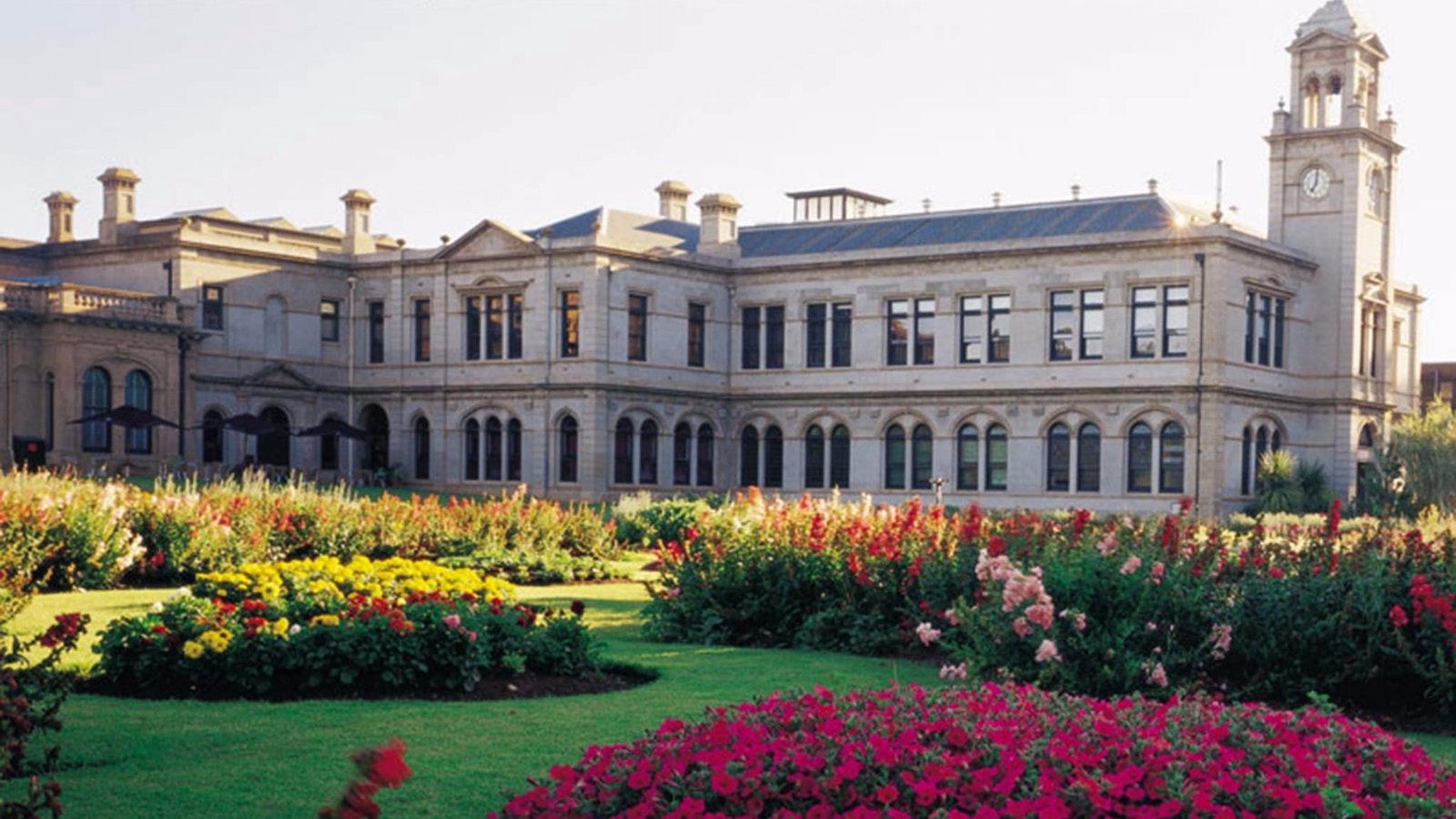 Mansion Hotel & Spa Garden Exterior