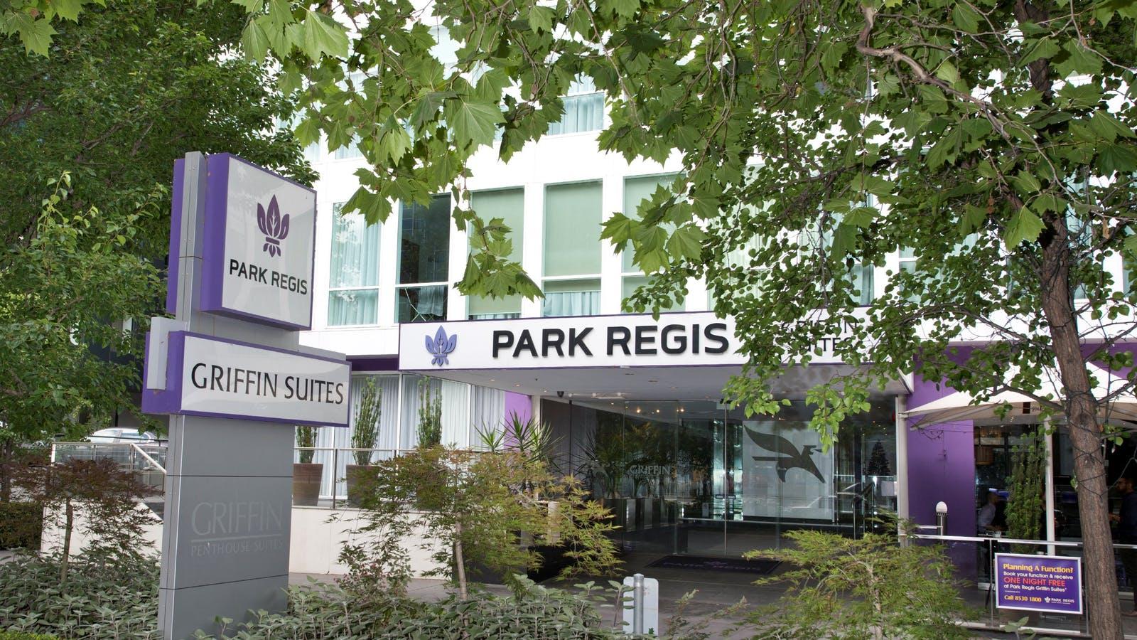 Park Regis Griffin Suites  -front entry on St Kilda Road