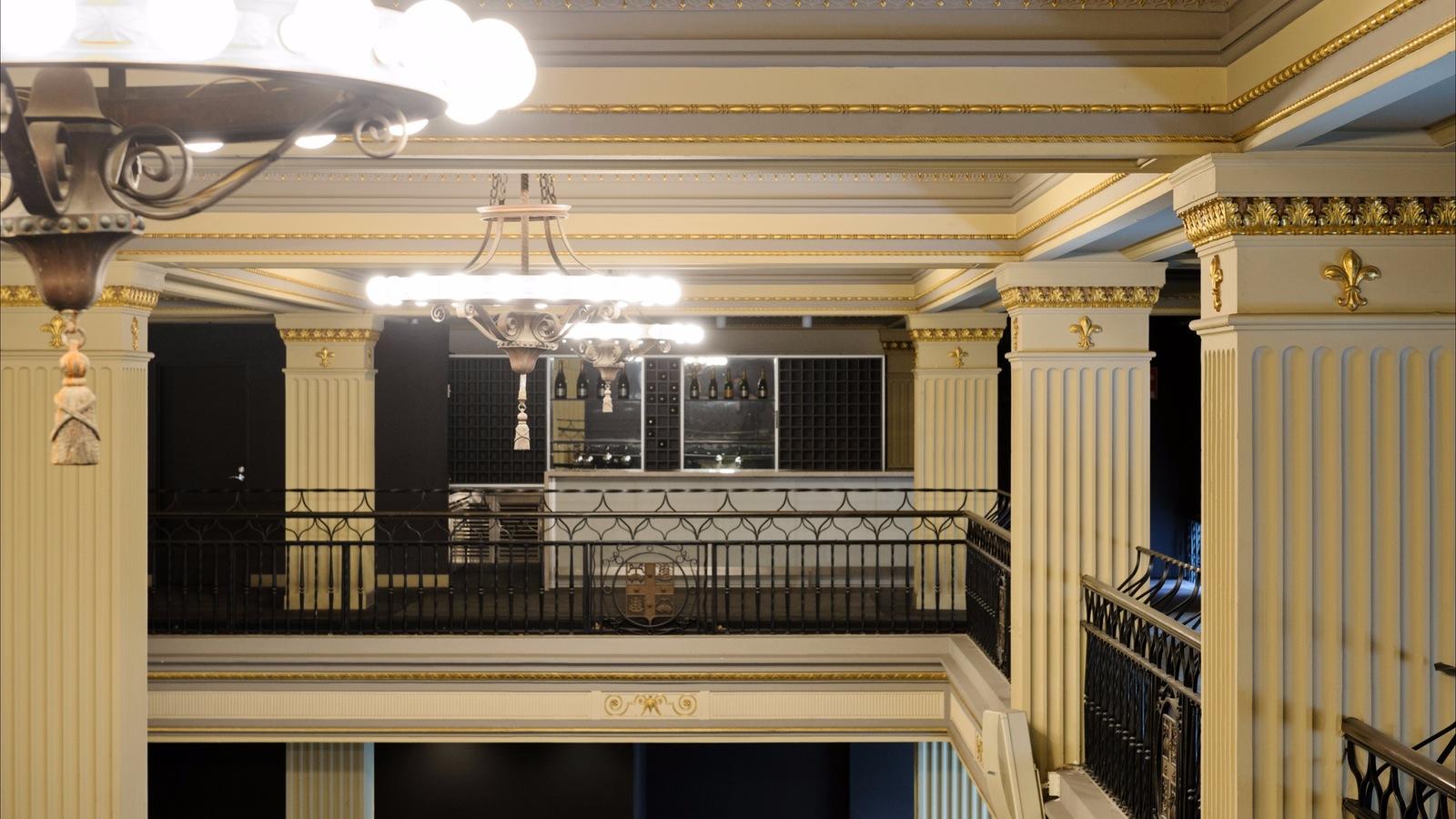 Mezzanine Guest Lounge