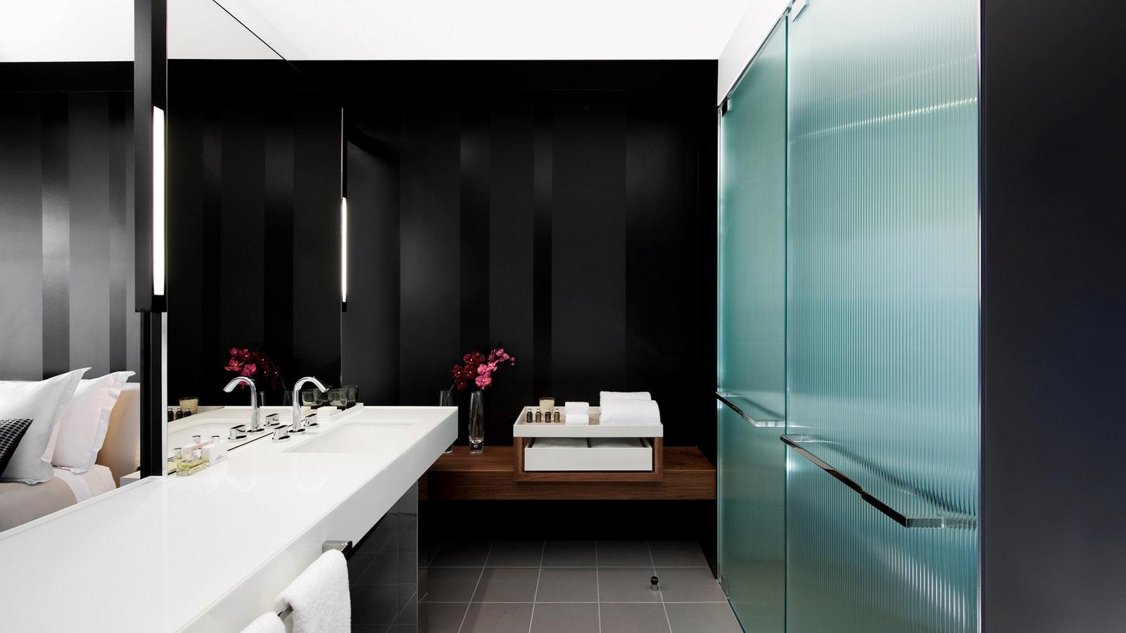 Luxe Room Bathroom