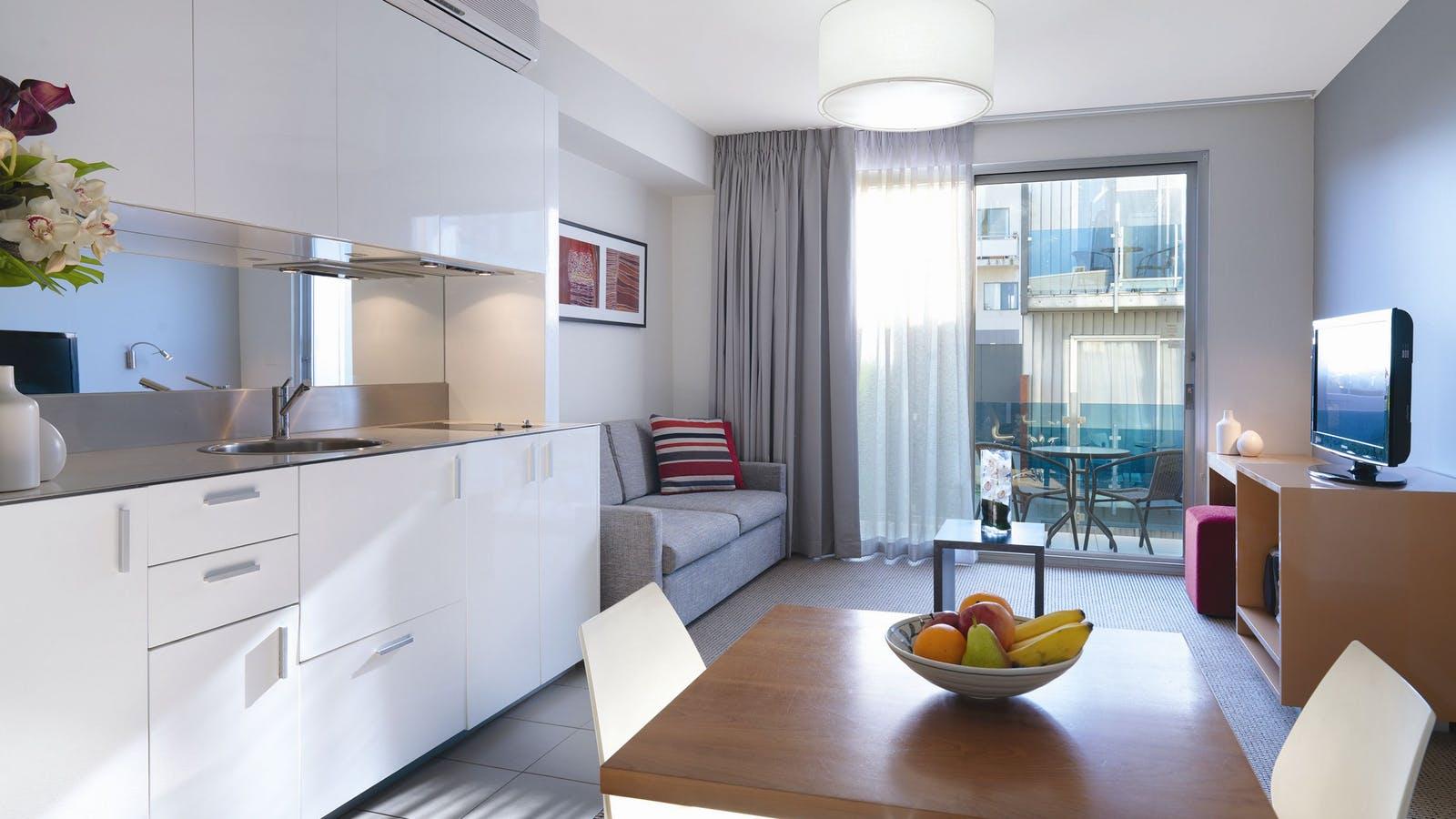 Adina Apartment Hotel St Kilda - Studio Lounge