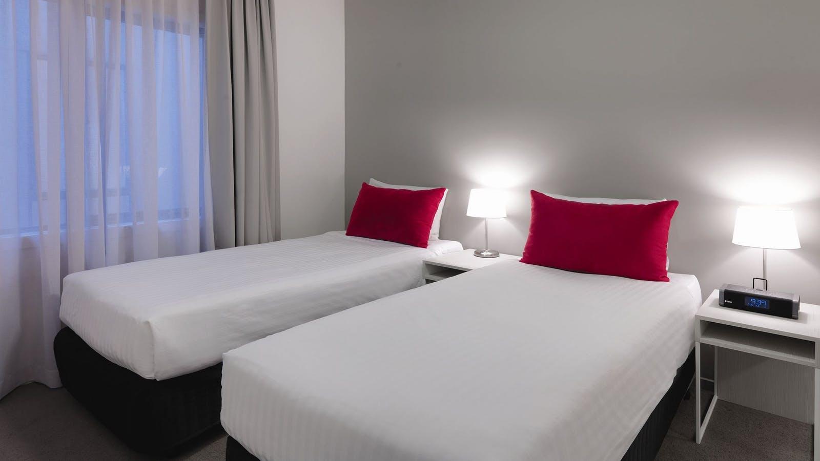 Adina Apartment Hotel St Kilda - Apartment Bedroom Twin