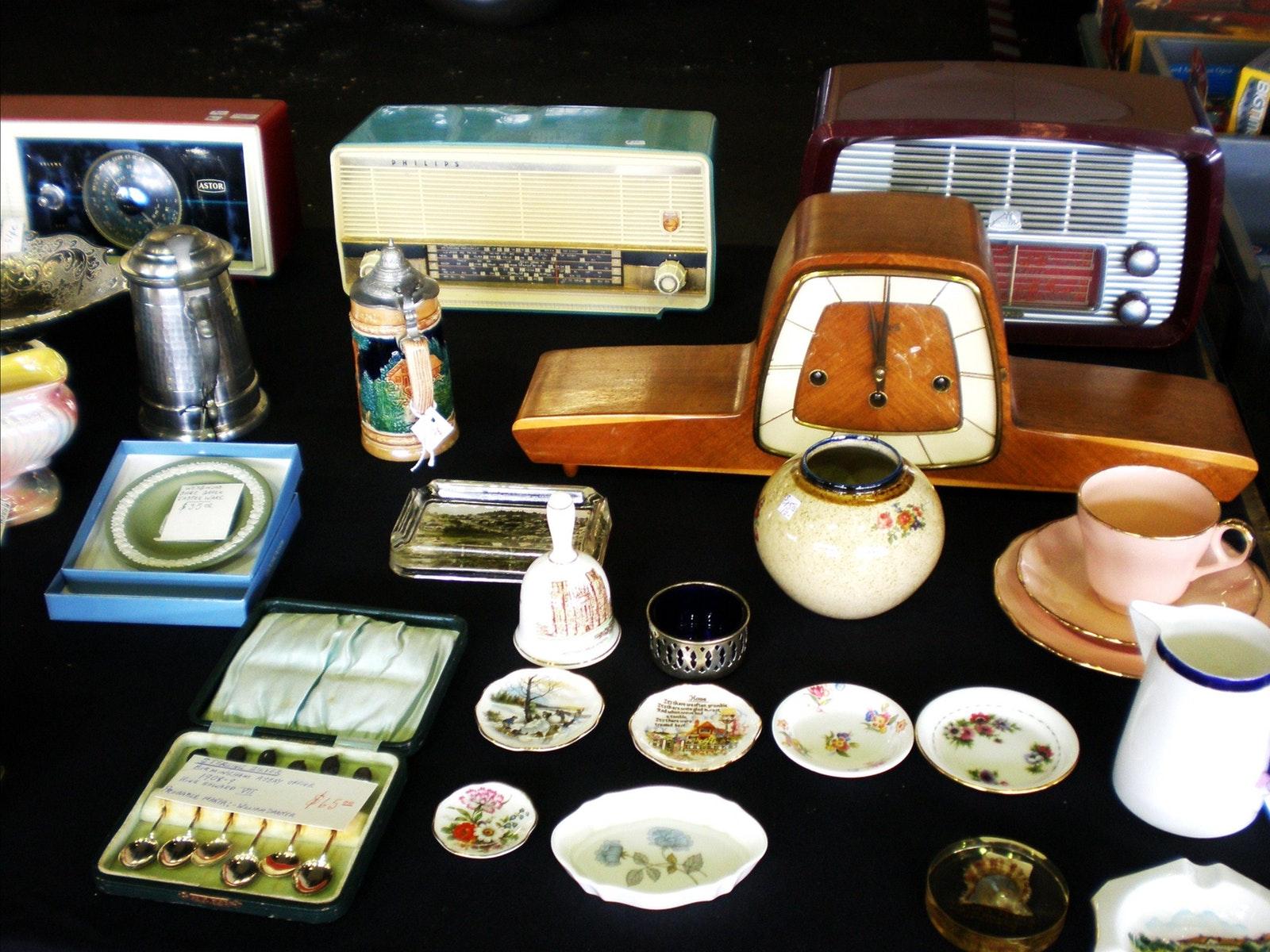 China, clocks, vintage radios