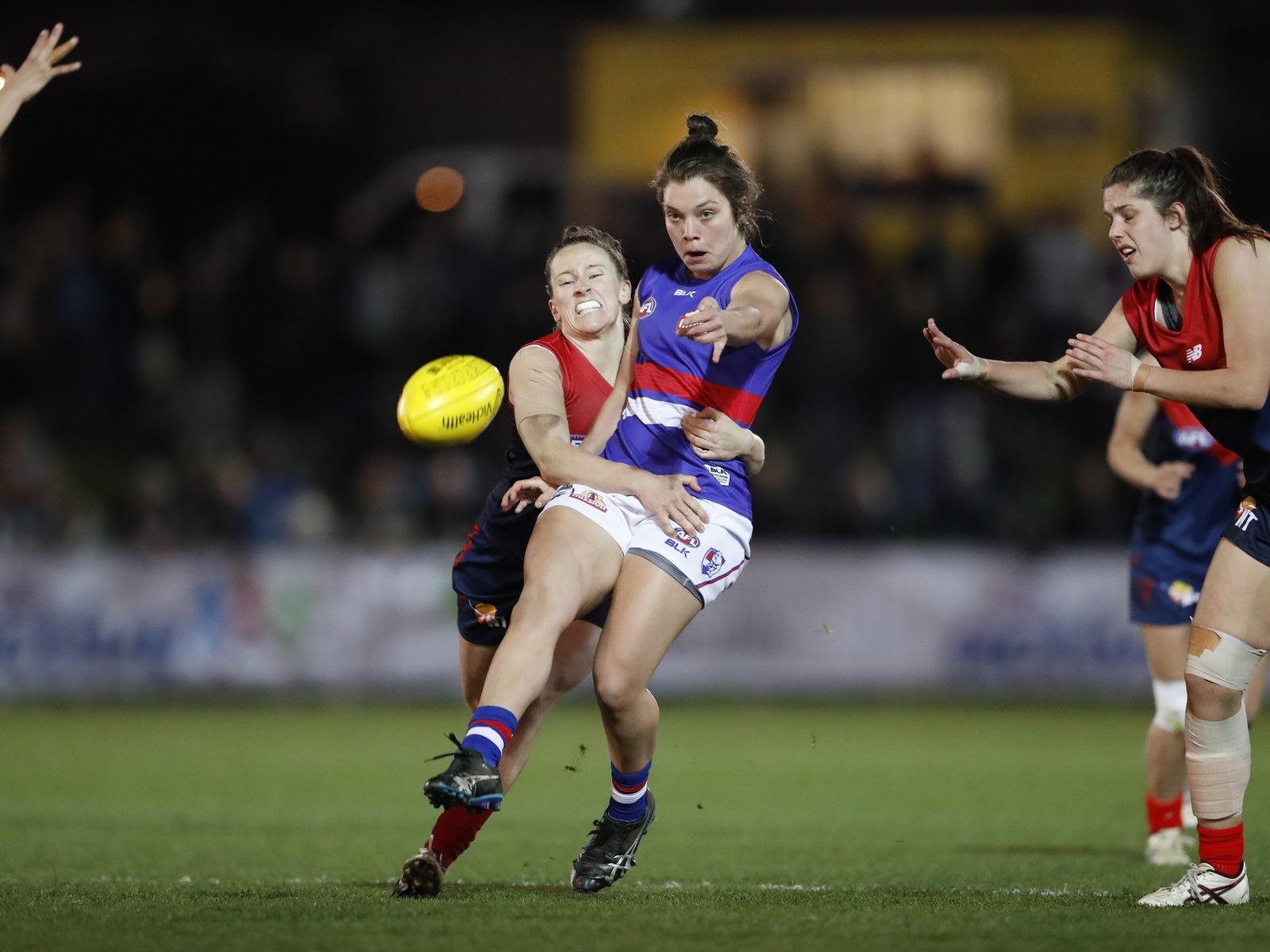 Western Bulldogs vs. Melbourne exhibition match. Kick under pressure.