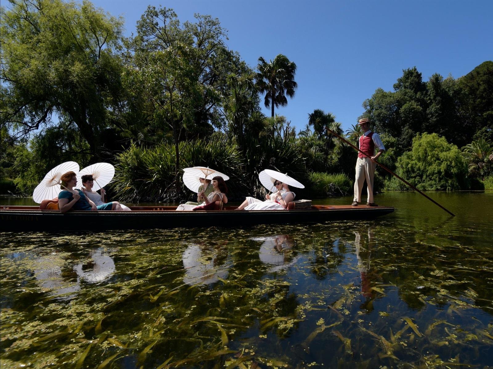 Cruise around the Ornamental Lake