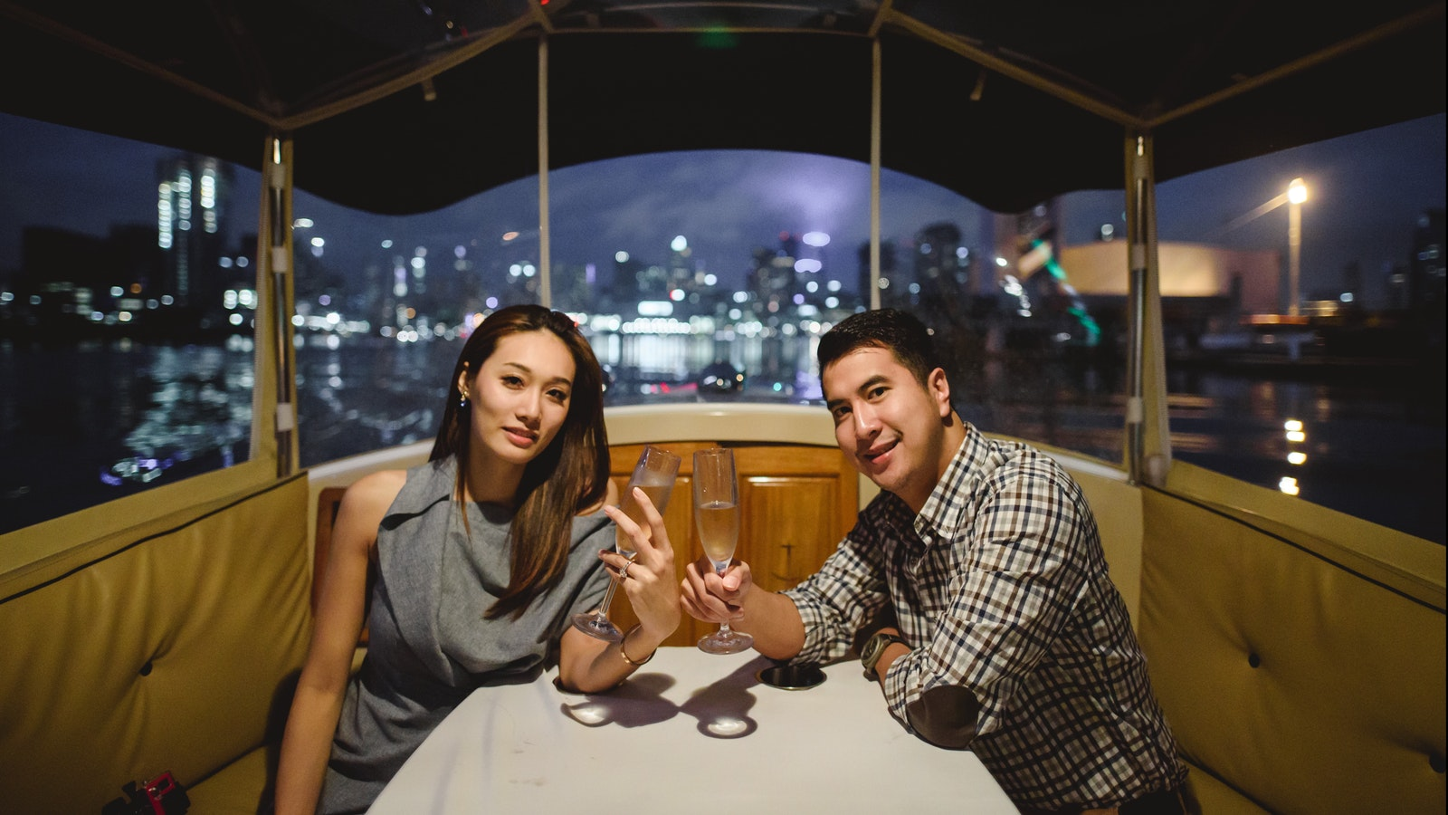 Luxury Yarra River cruise to propose to your girlfriend