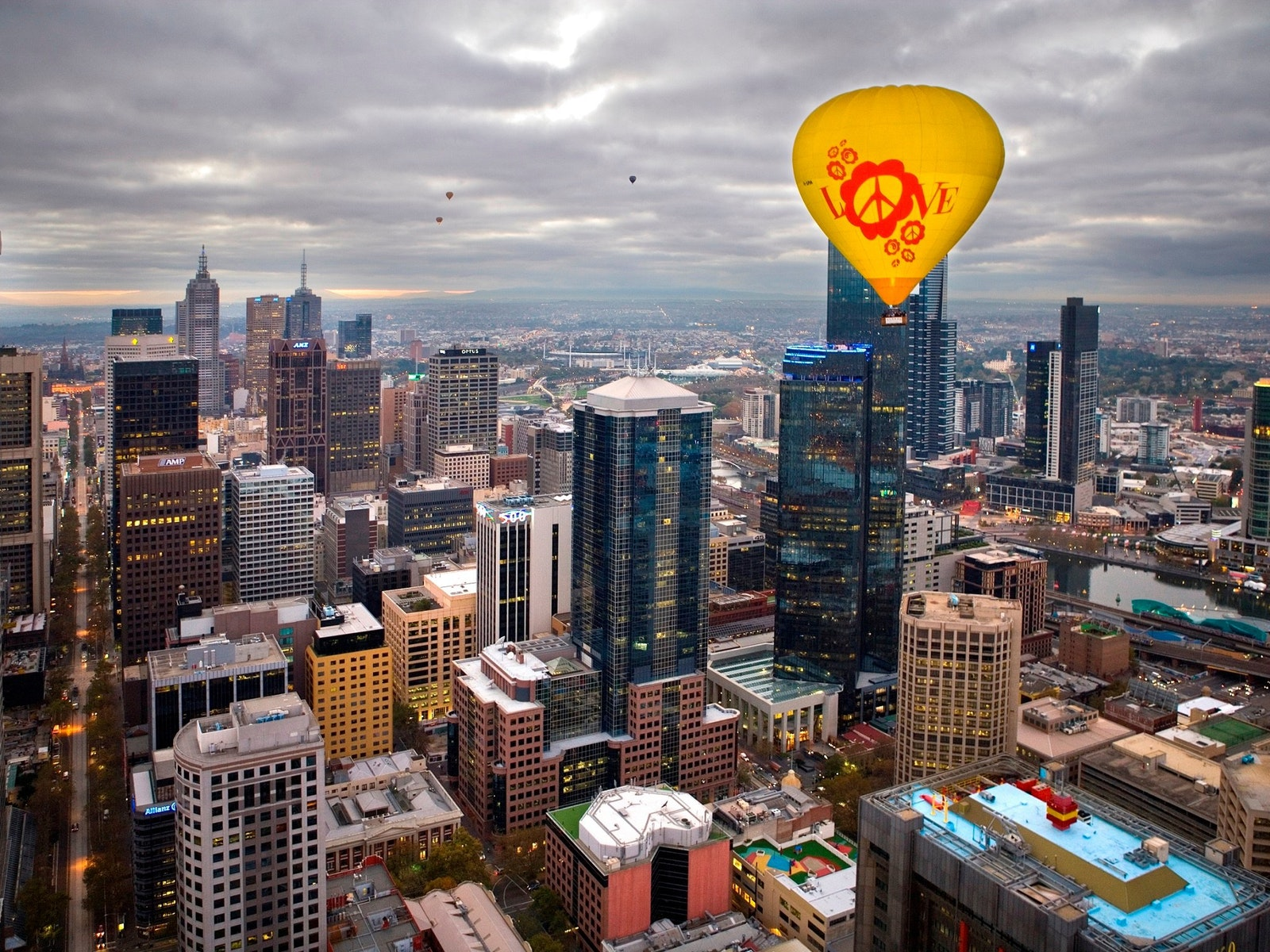Ballooning over Melbourne with Oceania Tours