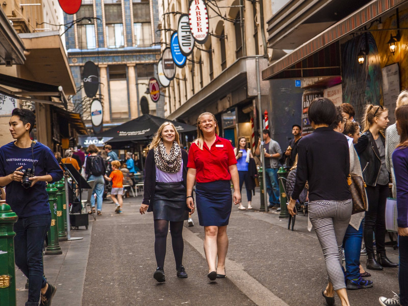 AAT Kings guide and guest in Melbourne City bustling laneway