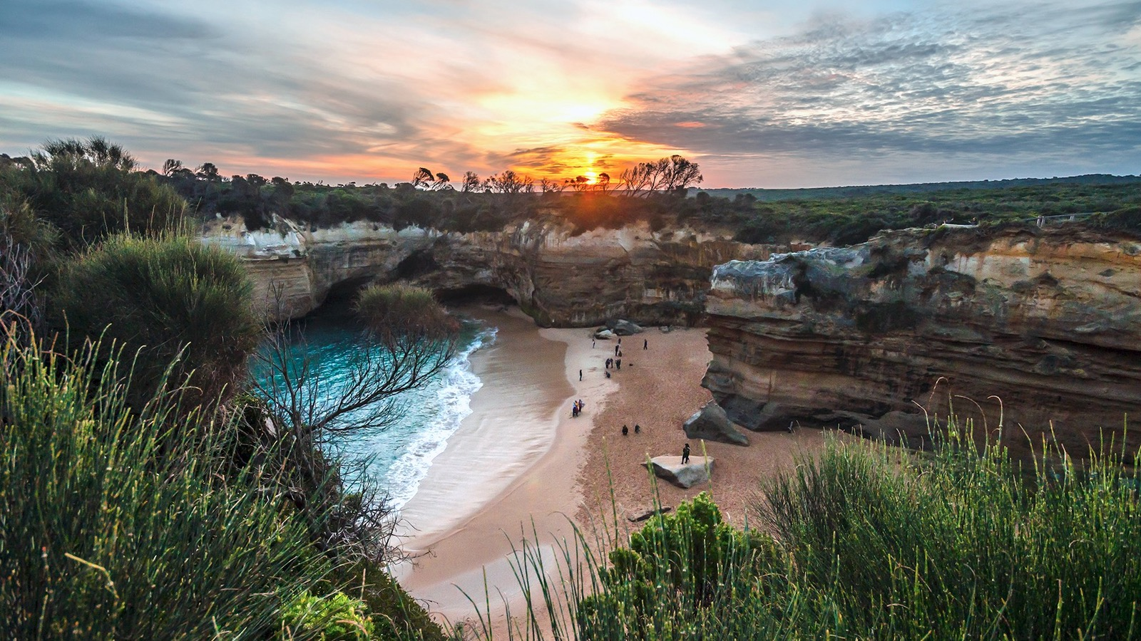 Sunset at Loch Ard Gorge on the Great Ocean Road