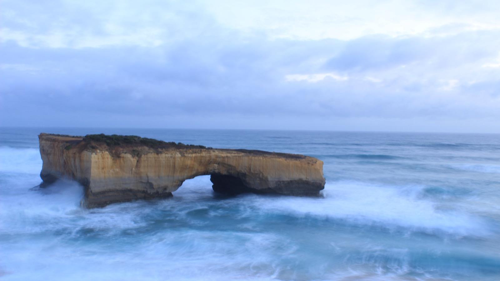 London bridge Rock Formation Melbourne Great Ocean Road