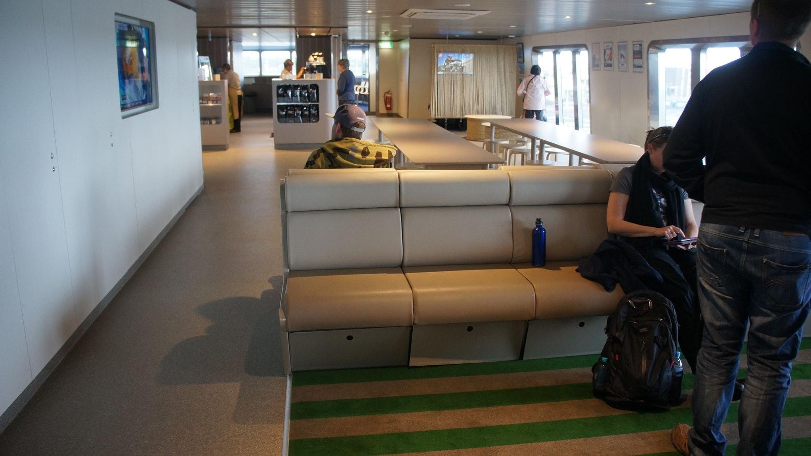 Original__9614579_DN16_Lobby_in_the_Ferry.JPG