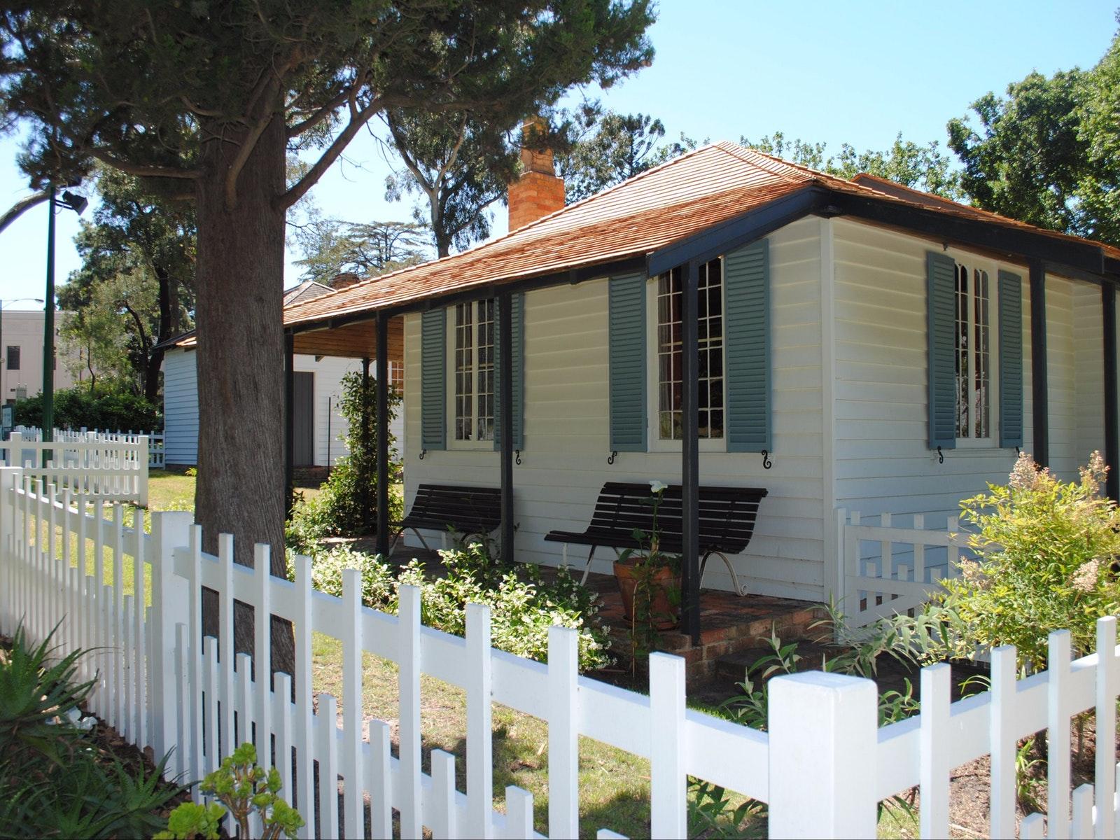 La Trobe's Cottage Tour