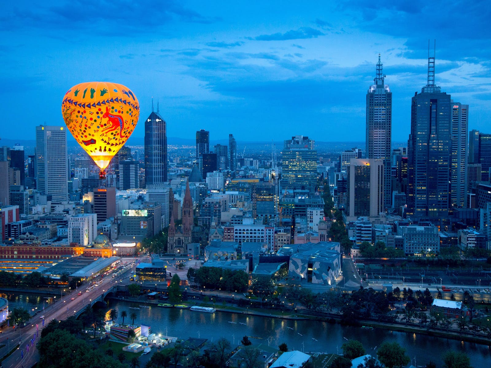 Ballooning at sunrise over Melbourne City with Oceania Tours