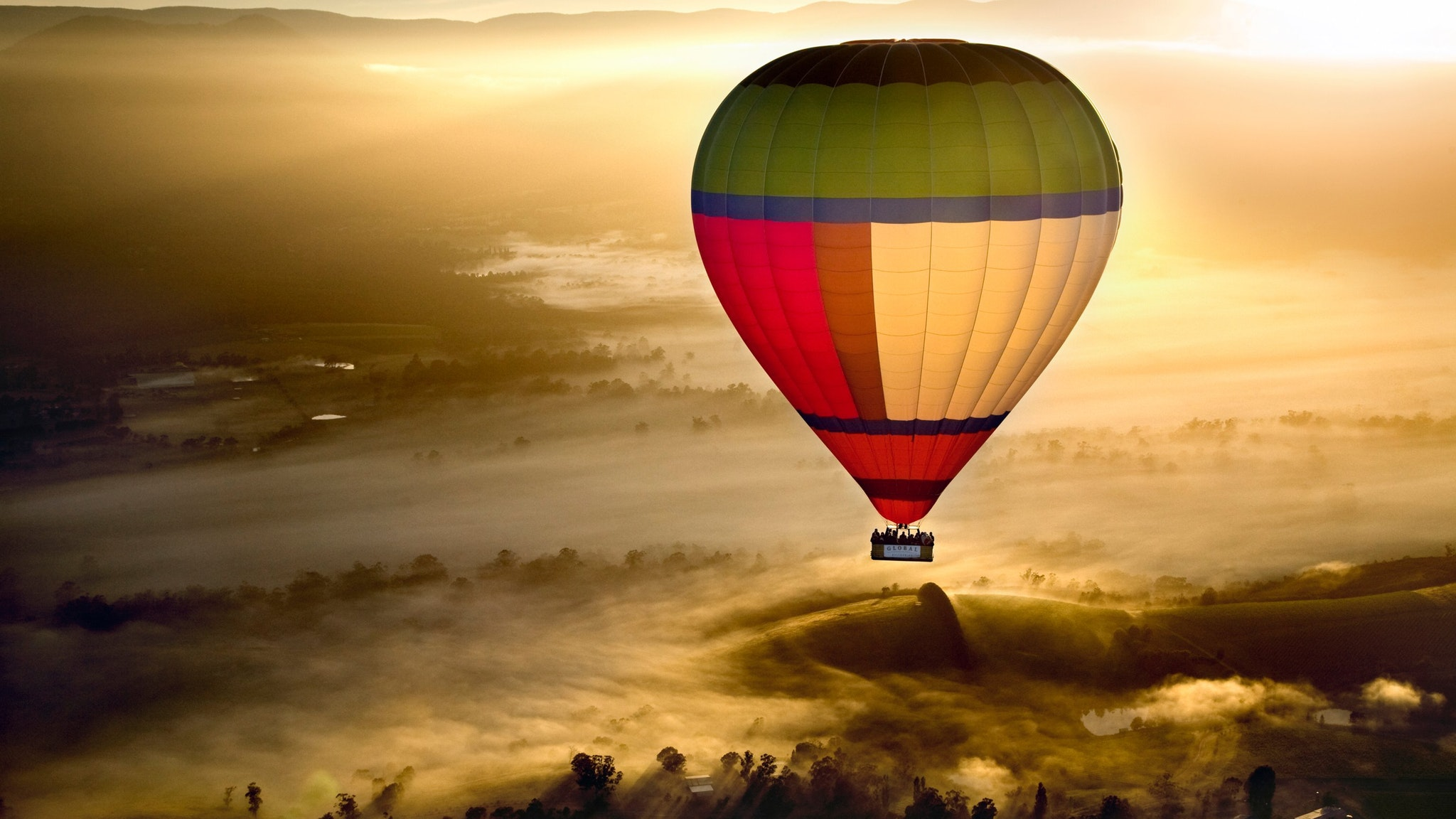 Hot Air Ballooning over the Yarra Valley with Oceania Tours