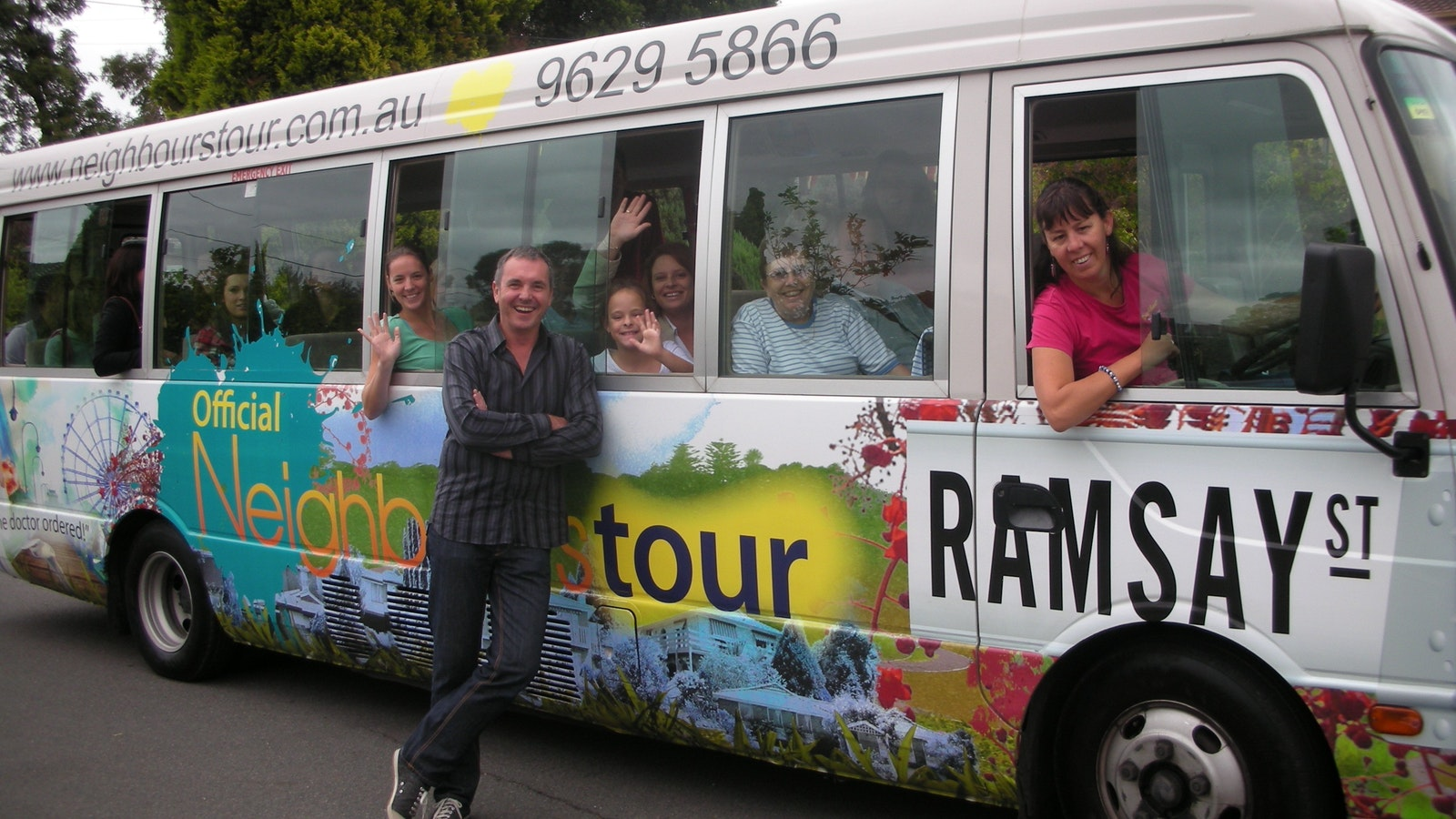 Dr Karl and the Neighbours bus
