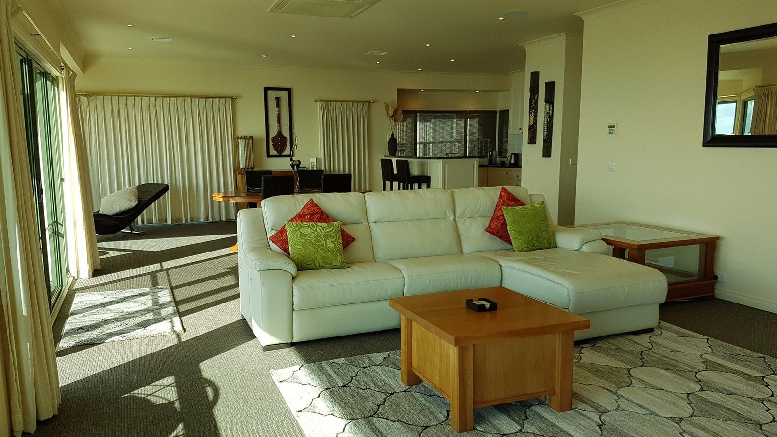 Flinders lounge/dining