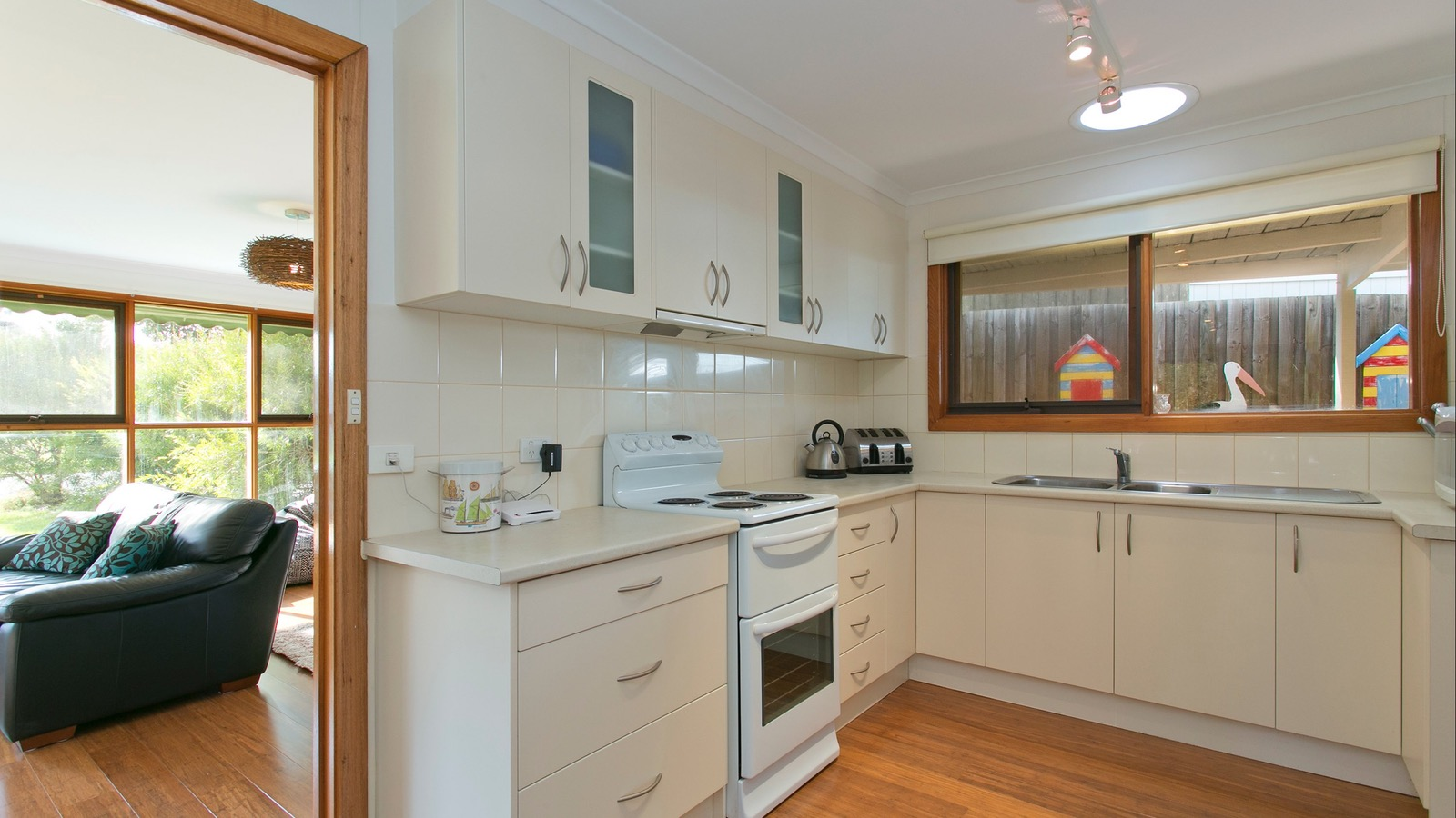Fully equipped kitchen, dishwasher, microwave
