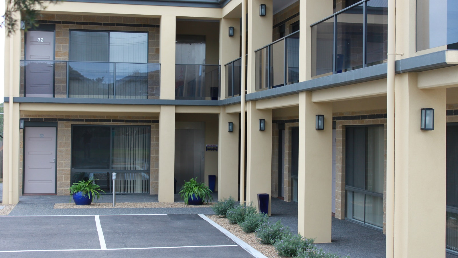 Bay Motel Deluxe Rooms external - a lift for upstairs rooms. Dromana Accommodation