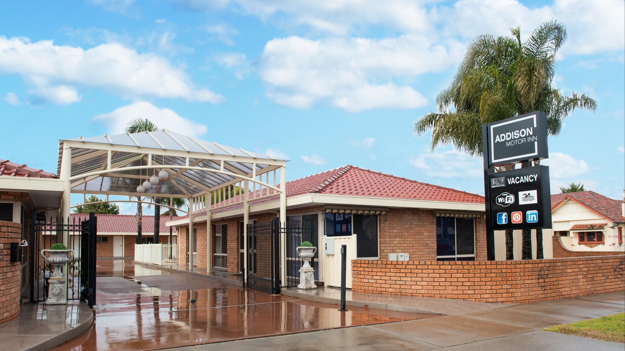 Entrance of Addison Motor Inn