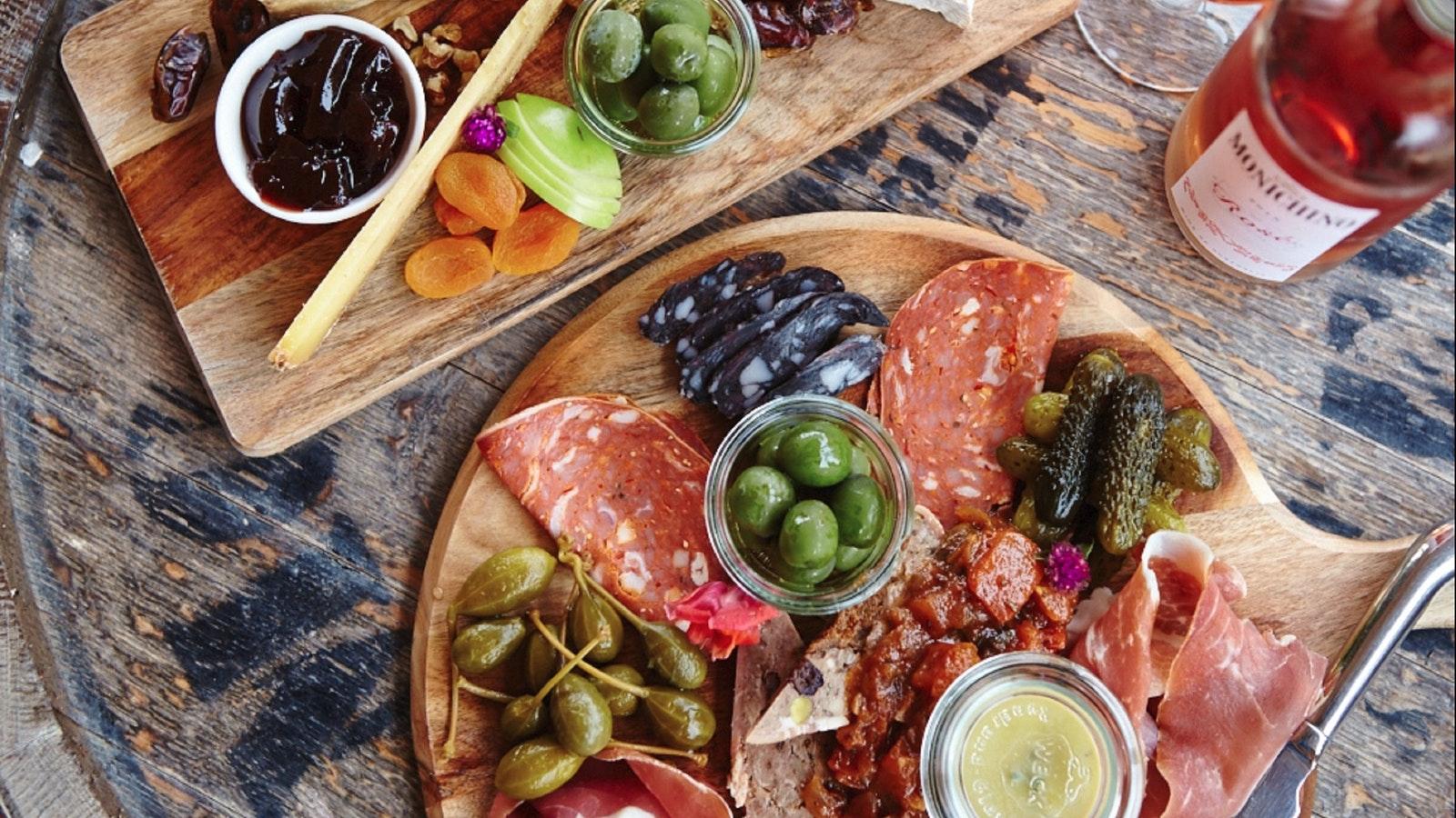 Farm gate platter