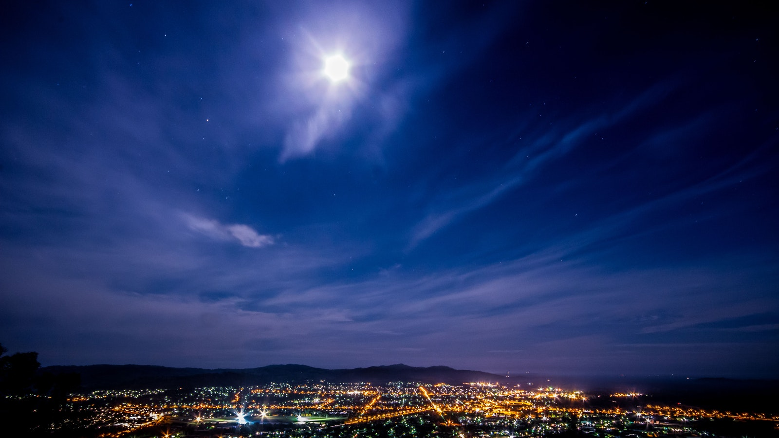 View of Wodonga at night from Huon Hill