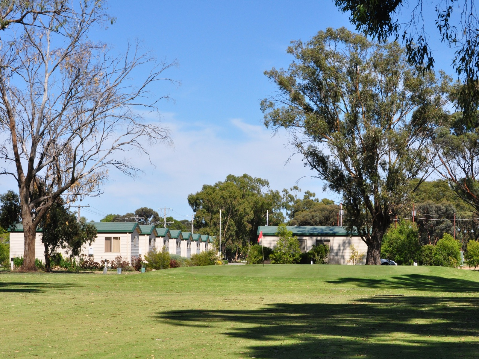 Cabin Accomodation at the Numurkah Golf Club
