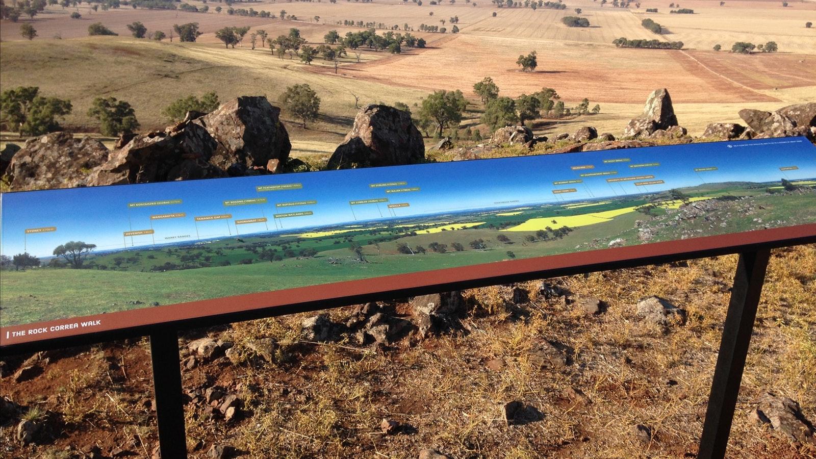 Panoramic views on Rock Correa Track at Tallis Wine