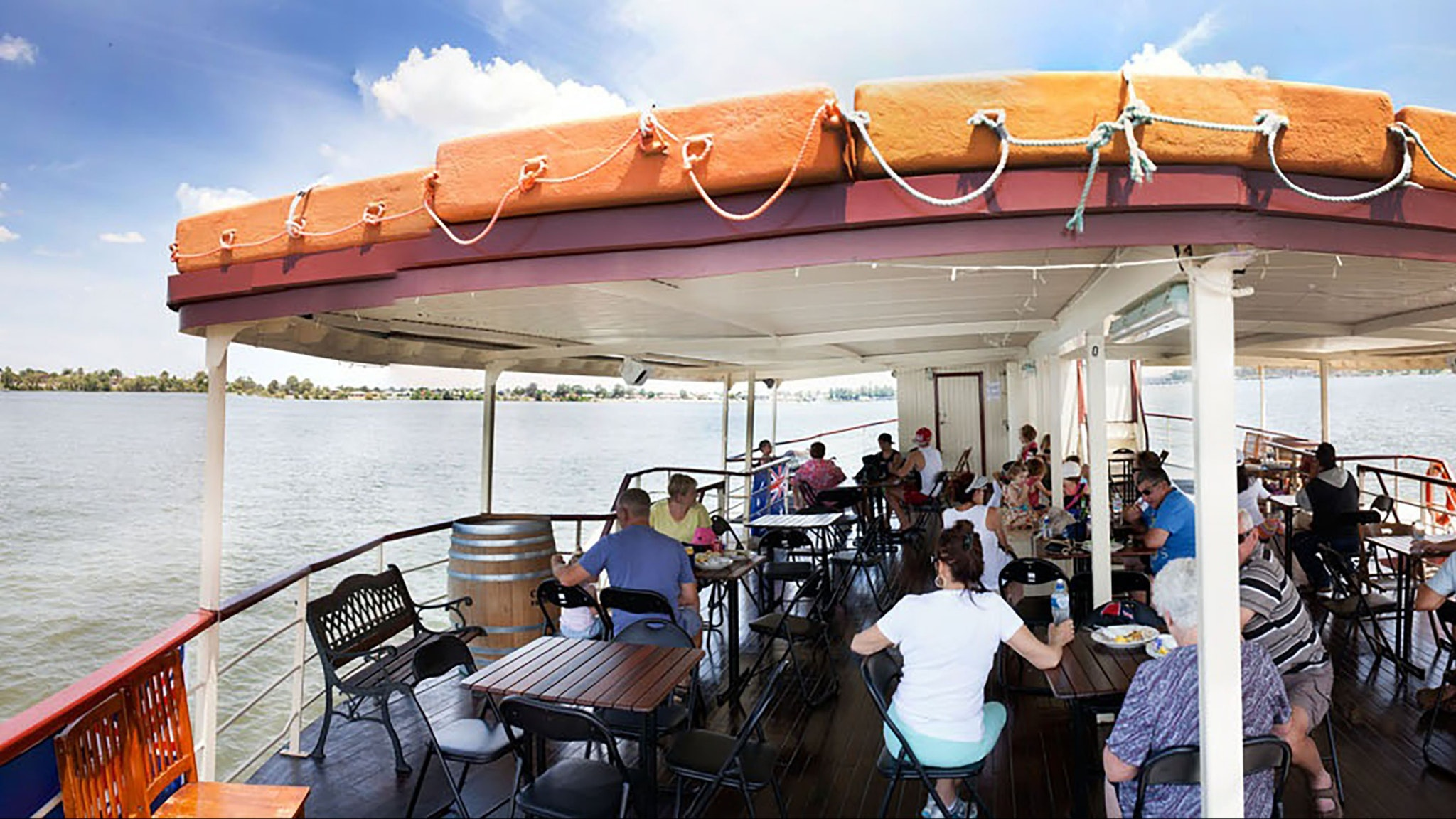 Captain's Lunch and 90 minute cruise