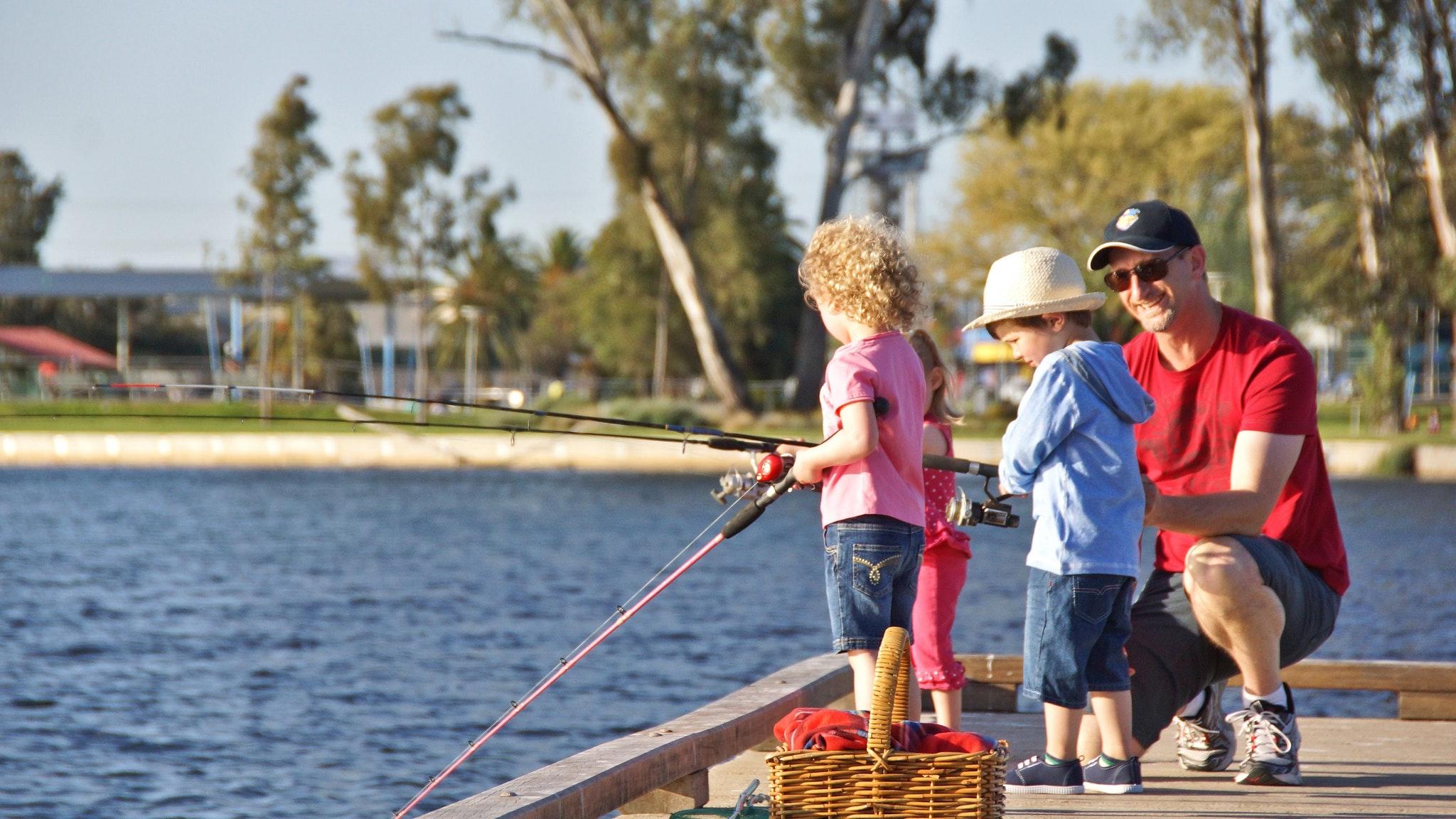 Family Fishing, Victoria Park Lake