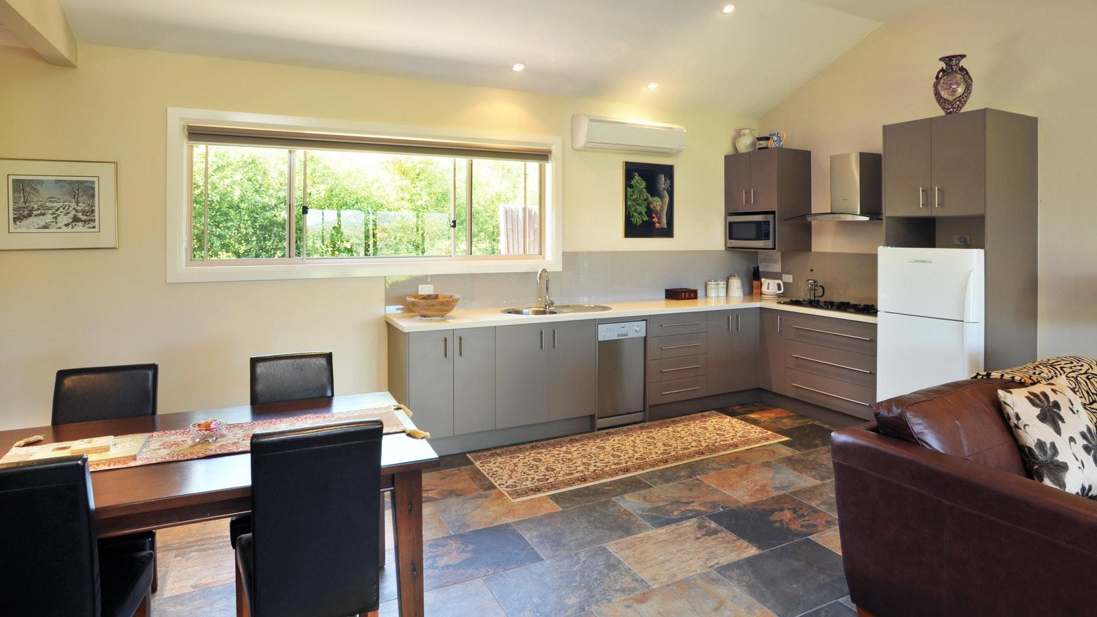 Vista 1 interior (kitchen)