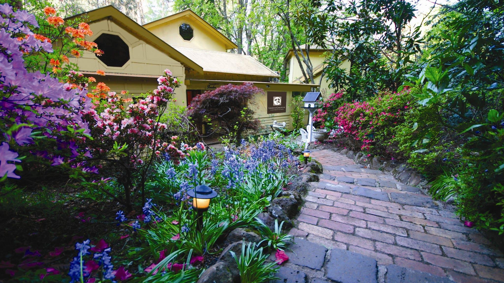 Linden gardens rainforest retreat accommodation yarra for Garden design yarra valley