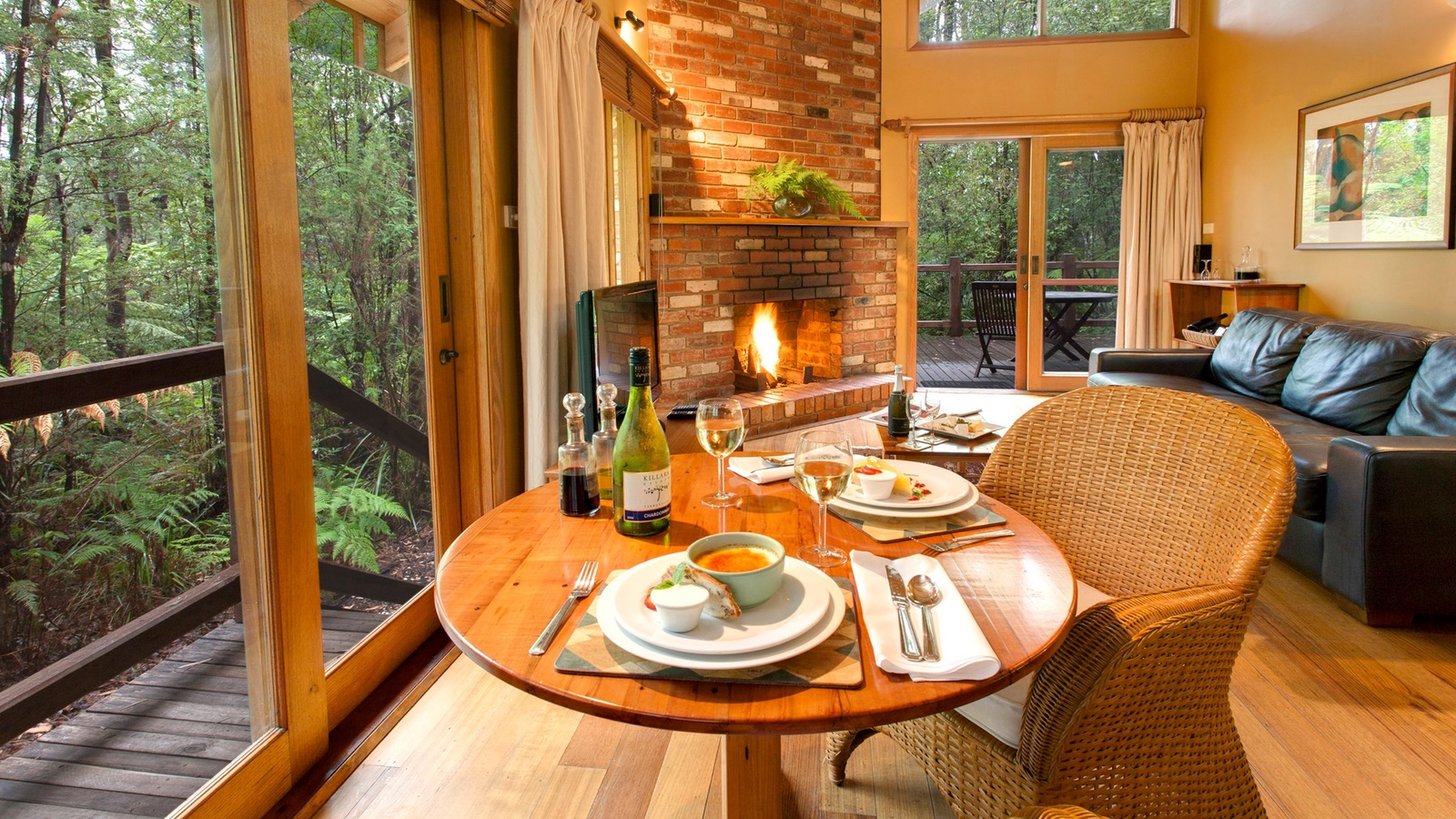 Woodlands Rainforest Retreat In Cottage Dining