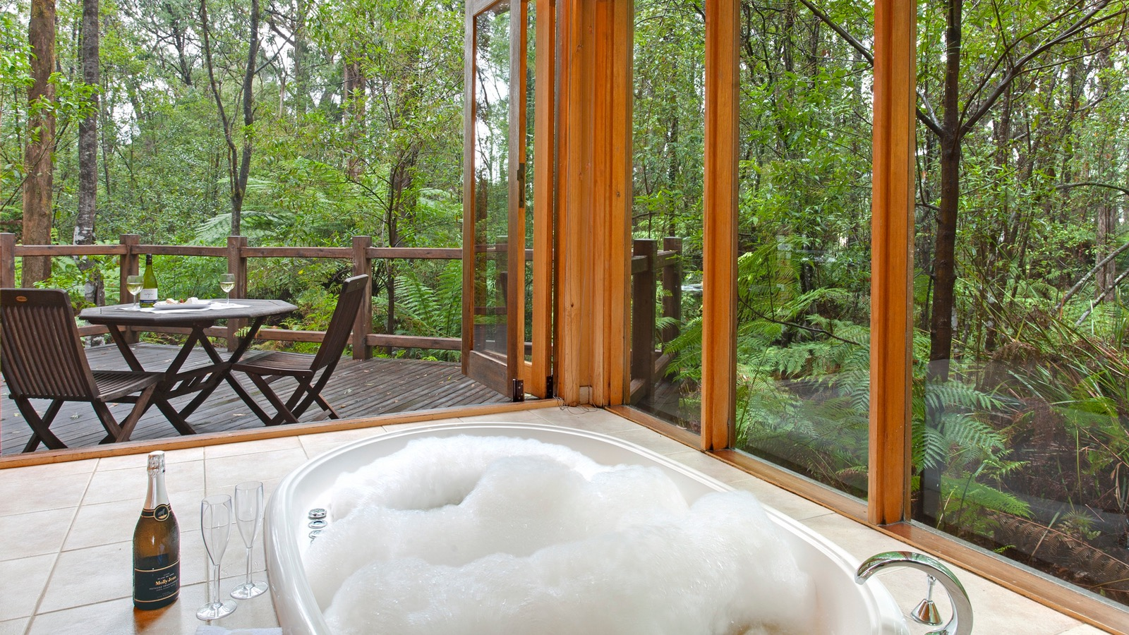 Woodlands Rainforest Retreat Spa open to balcony