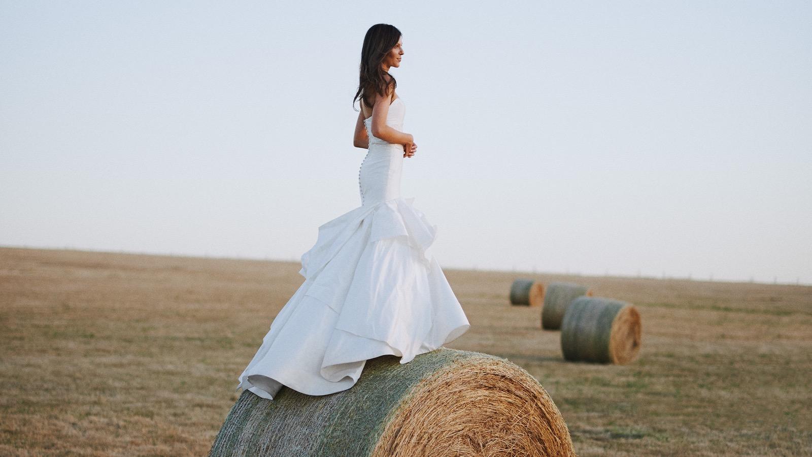 Hay Bale Wedding Pic